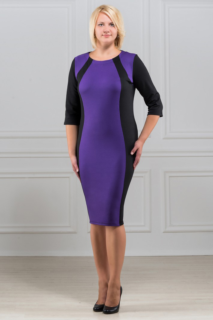 ПлатьеПлатья<br>Элегантное платье построенное на сочетании двух контрастных цветов и ассиметричном рисунке. Классический вариант для офиса. Ткань характеризуется эластичностью, растяжимостью и мягкостью. Плотность ткани 280 гр/м2  Длина платья 100-105 см.  В изделии использованы цвета: черный, фиолетовый  Рост девушки-фотомодели 173 см<br><br>Горловина: С- горловина<br>По длине: Ниже колена<br>По материалу: Вискоза,Трикотаж<br>По рисунку: Цветные<br>По силуэту: Приталенные<br>По стилю: Повседневный стиль<br>По форме: Платье - футляр<br>Рукав: Рукав три четверти<br>По сезону: Осень,Весна,Зима<br>Размер : 48,50,52,54,56,58,60,62,64<br>Материал: Трикотаж<br>Количество в наличии: 18