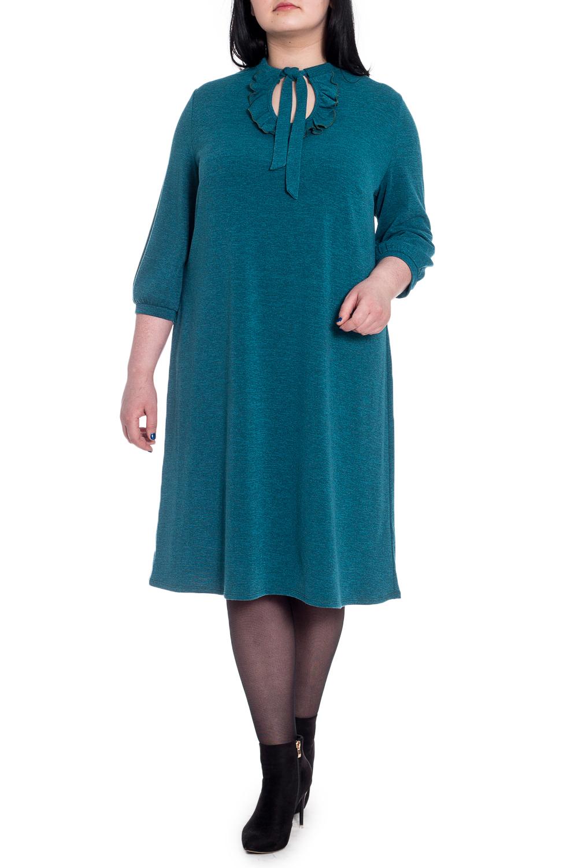 ПлатьеПлатья<br>Элегантное и женственное платье, которое подойдет любому типу фигуры, выполненное из приятного телу трикотажа.  Платье силуэта quot;трапецияquot;. На спинке средний шов. Воротник quot;стойкаquot; с капелькой, рюшей и бантиком. Рукав втачной, 3/4 с притачной манжетой.  Цвет: изумрудный.  Длина рукава - 48 ± 1 см  Рост девушки-фотомодели 170 см  Длина изделия: 46 размер - 100 ± 2 см 48 размер - 100 ± 2 см 50 размер - 100 ± 2 см 52 размер - 100 ± 2 см 54 размер - 103 ± 2 см 56 размер - 103 ± 2 см 58 размер - 103 ± 2 см<br><br>Воротник: Фантазийный<br>Горловина: Фигурная горловина<br>По длине: Ниже колена<br>По материалу: Трикотаж<br>По рисунку: Однотонные<br>По силуэту: Свободные<br>По стилю: Повседневный стиль<br>По форме: Платье - трапеция<br>По элементам: С воланами и рюшами,С воротником,С декором,С завязками,С манжетами<br>Рукав: Рукав три четверти<br>По сезону: Осень,Весна<br>Размер : 52,54<br>Материал: Трикотаж<br>Количество в наличии: 9