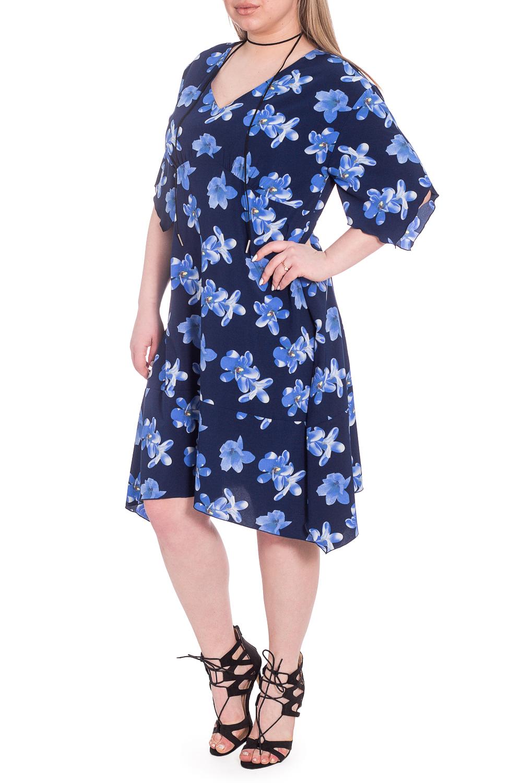 ПлатьеПлатья<br>Эксклюзивное платье из приятного к телу материала. Эта модель выглядит очень женственно и неординарно.  Платье полуприлегающего силуэта с широким фигурным воланом по низу. На передней части изделия фигурный рез под грудью со сборкой. На спинке средний шов. Горловина обработана обтачкой. Рукав рубашечный, до локтя, со спущенной линией плеча и фигурным низом.  В изделии использованы цвета: синий, голубой.  Длина рукава (от конечной плечевой точки) - 30 ± 1 см  Рост девушки-фотомодели 170 см  Длина изделия: 46 размер - 109 ± 2 см 48 размер - 109 ± 2 см 50 размер - 109 ± 2 см 52 размер - 109 ± 2 см 54 размер - 111 ± 2 см 56 размер - 111 ± 2 см 58 размер - 111 ± 2 см<br><br>Горловина: V- горловина<br>По длине: Ниже колена<br>По материалу: Тканевые<br>По рисунку: Растительные мотивы,С принтом,Цветные,Цветочные<br>По стилю: Повседневный стиль,Романтический стиль<br>По форме: Платье - трапеция<br>По элементам: С фигурным низом<br>Рукав: До локтя<br>По сезону: Осень,Весна<br>Размер : 52,54,58<br>Материал: Плательная ткань<br>Количество в наличии: 6