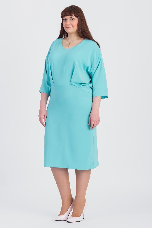 ПлатьеПлатья<br>Всегда актуальная и женственная модель, которая добавит удобства любому образу.  Платье свободного кроя с фигурным резом по бедрам. Лиф свободный с напуском и складками, заложенными к центру. На спинке средний шов. Горловина обработана обтачкой. Рукав рубашечный, 3/4, со спущенной линией плеча.  Цвет: бирюзовый.  Длина рукава (от конечной плечевой точки) - 37 ± 1 см  Рост девушки-фотомодели 170 см  Длина изделия: 46 размер - 102 ± 2 см 48 размер - 102 ± 2 см 50 размер - 102 ± 2 см 52 размер - 102 ± 2 см 54 размер - 105 ± 2 см 56 размер - 105 ± 2 см 58 размер - 105 ± 2 см  При создании образа, который Вы видите на фотографии, также была использована стильная сумка арт. SMK5016. Для просмотра модели введите артикул в строке поиска.<br><br>Горловина: V- горловина<br>По длине: Ниже колена<br>По материалу: Тканевые<br>По рисунку: Однотонные<br>По силуэту: Свободные<br>По стилю: Повседневный стиль<br>По элементам: С заниженной талией,Со складками<br>Рукав: Рукав три четверти<br>По сезону: Осень,Весна<br>Размер : 52,54,56,58<br>Материал: Плательная ткань<br>Количество в наличии: 12