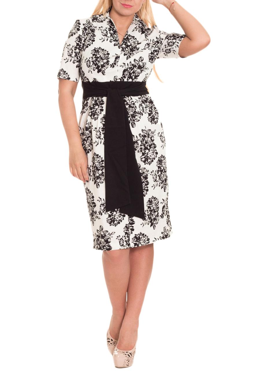 ПлатьеПлатья<br>Великолепное, женственное платье - это залог успеха для создания Вашего повседневного образа. Дополните это стильное платье модными аксессуарами и завершите образ успешной женщины  Платье приталенного силуэта с втачным поясом по талии и отлетными поясами, втаченными в боковой шов. На передней части изделия складки. На спинке средний шов с молнией и шлицей. Воротник пиджачного типа. Рукав втачной, до локтя.  Цвет: белый, черный.  Длина рукава - 28 ± 1 см  Рост девушки-фотомодели 170 см  Длина изделия: 44 размер - 108 ± 2 см 46 размер - 108 ± 2 см 48 размер - 108 ± 2 см 50 размер - 108 ± 2 см 52 размер - 113 ± 2 см 54 размер - 113 ± 2 см 56 размер - 113 ± 2 см<br><br>Горловина: V- горловина<br>По длине: Ниже колена<br>По материалу: Тканевые<br>По образу: Город,Свидание<br>По рисунку: С принтом,Цветные<br>По силуэту: Полуприталенные,Приталенные<br>По стилю: Повседневный стиль<br>По форме: Платье - футляр<br>По элементам: С воротником,С вырезом,С декором,С молнией,С поясом,С разрезом,Со складками<br>Разрез: Шлица<br>Рукав: До локтя,Короткий рукав<br>По сезону: Осень,Весна,Лето<br>Размер : 46,50<br>Материал: Плательная ткань<br>Количество в наличии: 8