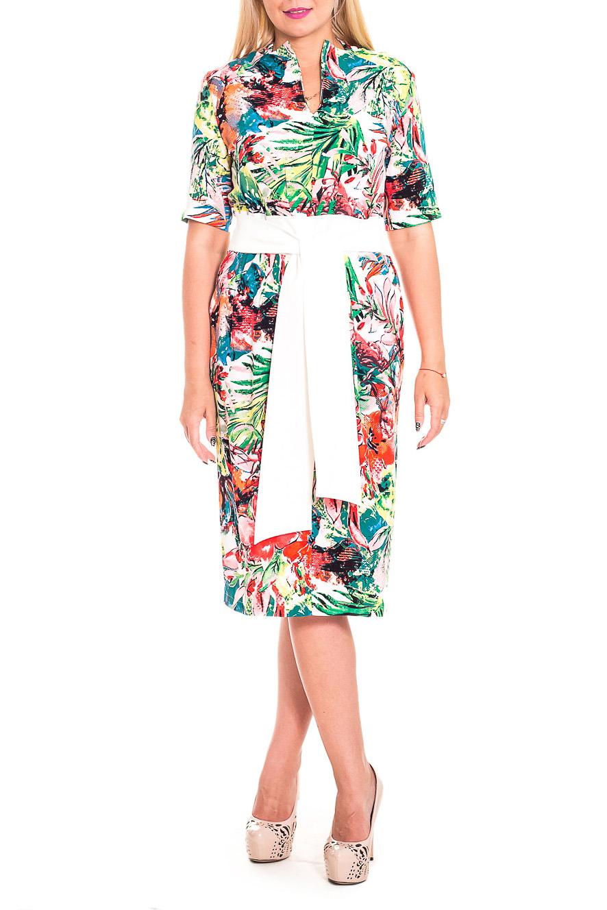 ПлатьеПлатья<br>Великолепное, женственное платье - это залог успеха для создания Вашего повседневного образа. Дополните это стильное платье модными аксессуарами и завершите образ успешной женщины  Платье приталенного силуэта с втачным поясом по талии и отлетными поясами, втаченными в боковой шов. На передней части изделия складки. На спинке средний шов с молнией и шлицей. Воротник пиджачного типа. Рукав втачной, до локтя.  В изделии использованы цвета: белый, зеленый, красный и др.  Длина рукава - 28 ± 1 см  Рост девушки-фотомодели 170 см  Длина изделия: 44 размер - 106 ± 2 см 46 размер - 106 ± 2 см 48 размер - 106 ± 2 см 50 размер - 106 ± 2 см 52 размер - 110 ± 2 см 54 размер - 110 ± 2 см 56 размер - 110 ± 2 см<br><br>Горловина: V- горловина<br>По длине: Ниже колена<br>По материалу: Тканевые<br>По рисунку: Растительные мотивы,С принтом,Цветные,Цветочные<br>По силуэту: Полуприталенные,Приталенные<br>По стилю: Летний стиль,Повседневный стиль<br>По форме: Платье - футляр<br>По элементам: С молнией,С поясом,С разрезом<br>Разрез: Шлица<br>Рукав: До локтя<br>По сезону: Осень,Весна<br>Размер : 48,50,52,54,56<br>Материал: Плательно-блузочная ткань<br>Количество в наличии: 41