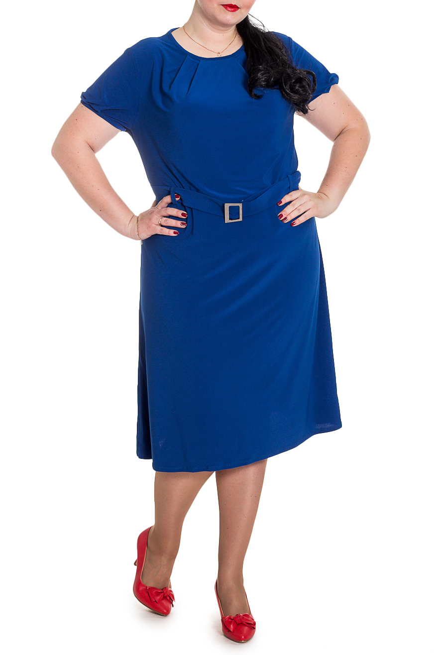ПлатьеПлатья<br>Классическое летнее платье - это универсальный предмет одежды, в котором можно пойти как на работу, так и на свидание.  Платье полуприлегающего силуэта со съемным поясом и шлевками по талии. По горловине переда заложены складки. На спинке средний шов. Горловина и низ рукава окантованы. Рукав втачной, короткий со складками по низу.  Цвет: синий.  Длина рукава - 22 ± 1 см  Рост девушки-фотомодели 176 см  Длина изделия - 111 ± 2 см<br><br>Горловина: С- горловина<br>По длине: Ниже колена<br>По материалу: Трикотаж<br>По рисунку: Однотонные<br>По силуэту: Полуприталенные<br>По стилю: Классический стиль,Кэжуал,Офисный стиль,Повседневный стиль<br>По элементам: С декором,С поясом,Со складками<br>Рукав: Короткий рукав<br>По сезону: Лето,Осень,Весна<br>Размер : 56,58<br>Материал: Трикотаж<br>Количество в наличии: 9