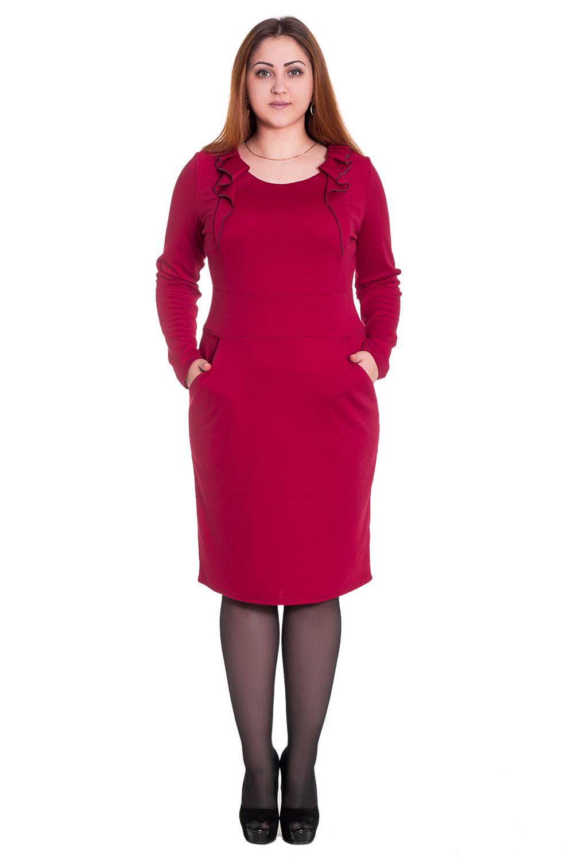 ПлатьеПлатья<br>Прелестное женское платье приталенного силуэта с отрезным поясом по линии талии. На переде вертикальные рельефы, уходящие в боковой шов. В линию горловины втачен декоративный волан. Спинка с отрезным поясом и талиевыми вытачками. Рукав длинный, втачной.  Цвет: красный.  Длина рукава - 62 ± 1 см   Рост девушки-фотомодели 169 см  Длина изделия:  48 размер - 100 ± 2 см  50 размер - 102 ± 2 см  52 размер - 104 ± 2 см  54 размер - 106 ± 2 см 56 размер - 108 ± 2 см<br><br>По образу: Город,Свидание<br>По стилю: Повседневный стиль,Романтический стиль<br>По материалу: Трикотаж,Хлопок<br>По рисунку: Однотонные<br>По сезону: Зима<br>По силуэту: Приталенные<br>По элементам: С декором,С карманами,С воланами и рюшами<br>По форме: Платье - футляр<br>По длине: До колена,Ниже колена<br>Рукав: Длинный рукав<br>Горловина: С- горловина<br>Размер: 50,52,54,56,46,48<br>Материал: 50% хлопок 45% полиэстер 5% эластан<br>Количество в наличии: 3