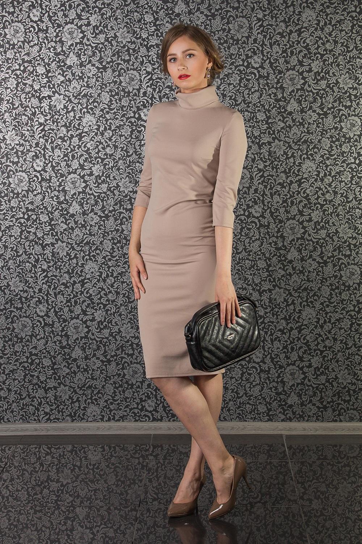 ПлатьеПлатья<br>Несмотря на скромность в дизайне, трикотажные платья-водолазки делают свою обладательницу неотразимой. Ведь плавные линии силуэта в таком образе наиболее акцентированы. Конечно, если в фигуре есть явные излишние округлости, то и такие недостатки облегающий фасон подчеркнет. Поэтому трикотажный предмет одежды идеально подходит стройным подтянутым модницам.  Платье полуприлегающего силуэта. На спинке средний шов и разрез. Воротник стойка.   Цвет: бежевый  Длина рукава - 42 ± 1 см  Рост девушки-фотомодели 174 см  Длина изделия: 40 размер - 106 ± 2 см 42 размер - 106 ± 2 см 44 размер - 106 ± 2 см 46 размер - 106 ± 2 см 48 размер - 106 ± 2 см 50 размер - 108 ± 2 см 52 размер - 108 ± 2 см 54 размер - 108 ± 2 см 56 размер - 108 ± 2 см 58 размер - 108 ± 2 см  При создании образа, который Вы видите на фотографии, также был использован клатч арт. SMK4216. Для просмотра модели введите артикул в строке поиска.<br><br>Воротник: Стойка<br>По длине: Ниже колена<br>По материалу: Трикотаж<br>По образу: Город,Офис,Свидание<br>По рисунку: Однотонные<br>По силуэту: Полуприталенные<br>По стилю: Офисный стиль,Повседневный стиль,Классический стиль,Кэжуал<br>По форме: Платье - футляр,Платье - карандаш<br>Рукав: Рукав три четверти<br>По элементам: С разрезом,С воротником<br>Разрез: Короткий<br>По сезону: Осень,Весна<br>Размер : 42,44,48,50,52,54<br>Материал: Трикотаж<br>Количество в наличии: 7