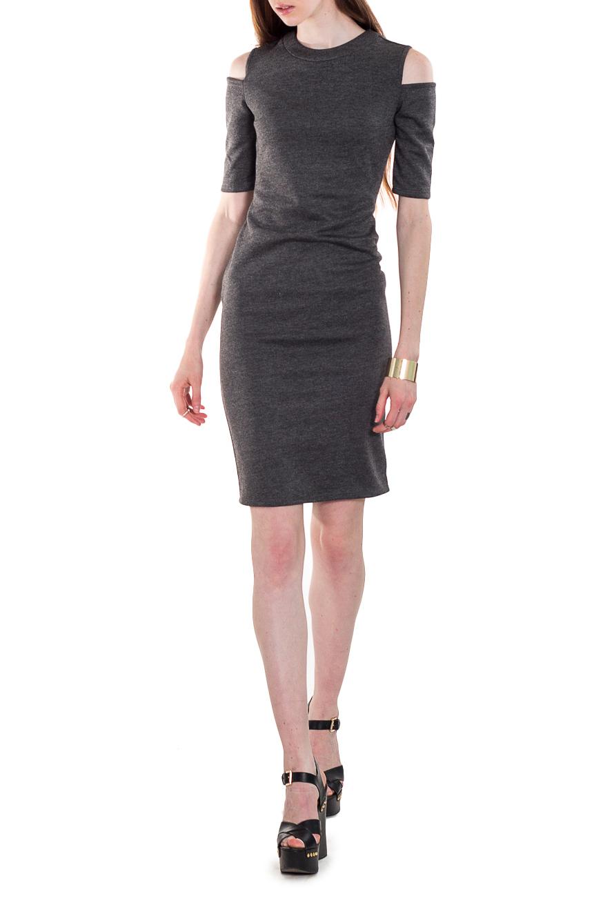 ПлатьеПлатья<br>Одним из наиболее современных направлений модной женской одежды являются платья, позволяющие выглядеть стильно и экстравагантно. Модель приталенного силуэта великолепно подчеркивает все достоинства Вашей фигуры.  Платье приталенного силуэта. На спинке средний шов с молнией и шлицей. Горловина обработана двойной обтачкой. Рукав до локтя, с открытым плечом.  Цвет: серый.  Длина рукава (от конечной плечевой точки) - 30 ± 1 см  Рост девушки-фотомодели 180 см  Длина изделия - 103 ± 2 см<br><br>Горловина: С- горловина<br>По длине: До колена<br>По материалу: Трикотаж<br>По рисунку: Однотонные<br>По сезону: Весна,Зима,Лето,Осень,Всесезон<br>По силуэту: Приталенные<br>По стилю: Кэжуал,Молодежный стиль,Повседневный стиль,Ультрамодный стиль<br>По форме: Платье - футляр<br>По элементам: С декором,С молнией,С открытыми плечами,С разрезом<br>Разрез: Шлица<br>Рукав: До локтя,Короткий рукав<br>Размер : 46,50,52<br>Материал: Трикотаж<br>Количество в наличии: 8