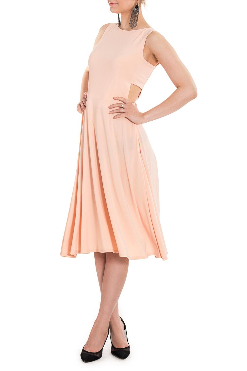 ПлатьеПлатья<br>Это милое платье идеально подойдет в качестве наряда для свидания. Приталенное платье с декоративными боковыми вырезами не затенит вашу красоту, скорее, наоборот, приумножит силу вашего очарования.  Платье приталенного силуэта, отрезное по линии талии. Юбка полусолнце. Лиф переда и спинки на подкладе. Молния в боковом шве.  Цвет: бежевый  Рост девушки-фотомодели 168 см  Длина изделия - 102 ± 2 см<br><br>Горловина: С- горловина<br>По длине: Ниже колена<br>По материалу: Трикотаж<br>По образу: Город,Свидание<br>По рисунку: Однотонные<br>По сезону: Весна,Осень,Лето<br>По силуэту: Приталенные<br>По стилю: Молодежный стиль,Нарядный стиль,Повседневный стиль,Романтический стиль,Ультрамодный стиль<br>По форме: Платье - трапеция<br>По элементам: С вырезом<br>Рукав: Без рукавов<br>Размер : 42,48,50,52<br>Материал: Трикотаж<br>Количество в наличии: 6