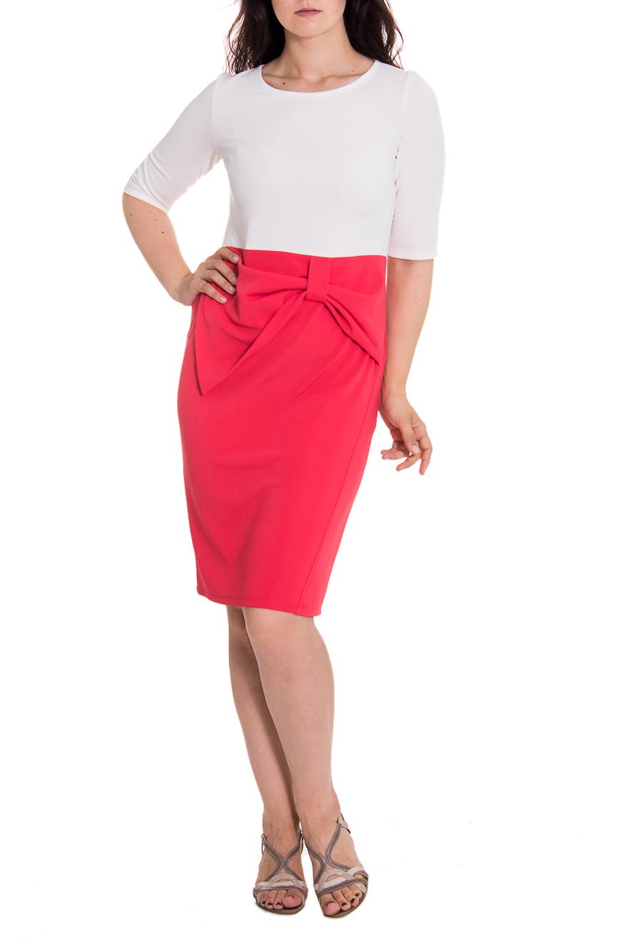 ПлатьеПлатья<br>Утонченное женское платье приталенного силуэта, отрезное по линии талии. На передней части юбки рез и декоративный бант. На спинке юбки средний шов и шлица. Рукав втачной, до локтя. Цвет: коралловый и белый.  Длина рукава - 38 ± 1 см  Рост девушки-фотомодели 180 см  Длина изделия: 44 размер - 107 ± 2 см 46 размер - 107 ± 2 см 48 размер - 107 ± 2 см 50 размер - 107 ± 2 см 52 размер - 110 ± 2 см 54 размер - 110 ± 2 см 56 размер - 110 ± 2 см<br><br>Горловина: С- горловина<br>По материалу: Трикотаж<br>По рисунку: Цветные<br>По сезону: Весна,Осень<br>По силуэту: Приталенные<br>По стилю: Повседневный стиль,Романтический стиль<br>По форме: Платье - футляр<br>По элементам: С декором,С завышенной талией,С разрезом,Со складками<br>Разрез: Шлица,Короткий<br>Рукав: До локтя<br>По длине: До колена<br>Размер : 46,48,56<br>Материал: Трикотаж<br>Количество в наличии: 8