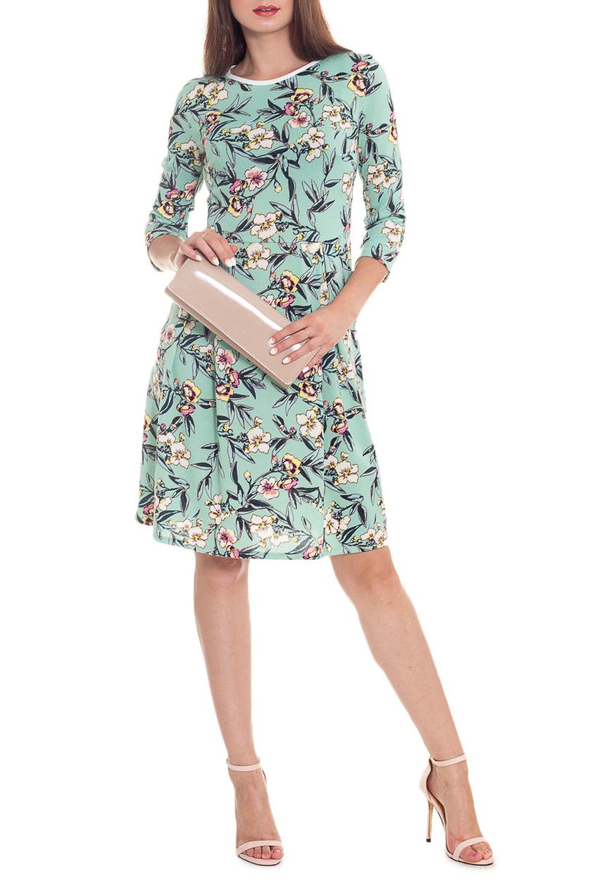 ПлатьеПлатья<br>Элегантное и женственное платье, которое подойдет любому типу фигуры, выполненное из приятного телу трикотажа.  Платье приталенного силуэта, отрезное по линии талии. По юбке заложены встречные складки. Горловина обработана окантовкой. Рукав втачной, 3/4.  В изделии использованы цвет: светло-зеленый, белый, желтый и др.  Длина рукава - 43 ± 1 см  Рост девушки-фотомодели 173 см  Длина изделия - 96 ± 2 см<br><br>Горловина: С- горловина<br>По длине: До колена<br>По материалу: Трикотаж<br>По образу: Город,Свидание<br>По рисунку: Растительные мотивы,С принтом,Цветные,Цветочные<br>По силуэту: Приталенные<br>По стилю: Повседневный стиль,Романтический стиль<br>Рукав: Рукав три четверти<br>По сезону: Осень,Весна<br>Размер : 48,50,52,54,56,58<br>Материал: Трикотаж<br>Количество в наличии: 40