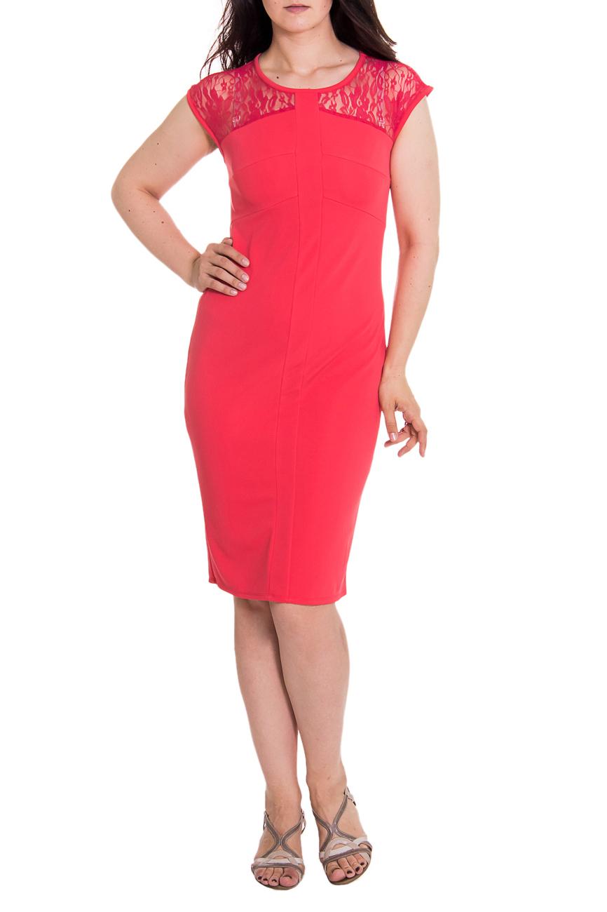 ПлатьеПлатья<br>Элегантное женственное платье приталенного силуэта с кокетками из гипюра на передней и задней частях изделия. На переде резы и планка по центру. На спинке средний шов с разрезом и резы по талии. Горловина и проймы окантованы. Цвет: кораллово-розовый.  Рост девушки-фотомодели 180 см  Длина изделия - 106 ± 2 см<br><br>Горловина: С- горловина<br>По длине: Ниже колена<br>По материалу: Гипюр,Трикотаж<br>По образу: Свидание,Город<br>По рисунку: Однотонные<br>По сезону: Весна,Всесезон,Зима,Лето,Осень<br>По силуэту: Приталенные<br>По стилю: Романтический стиль,Нарядный стиль<br>По форме: Платье - футляр<br>По элементам: С декором,С разрезом<br>Разрез: Короткий<br>Рукав: Короткий рукав<br>Размер : 48<br>Материал: Трикотаж + Гипюр<br>Количество в наличии: 1