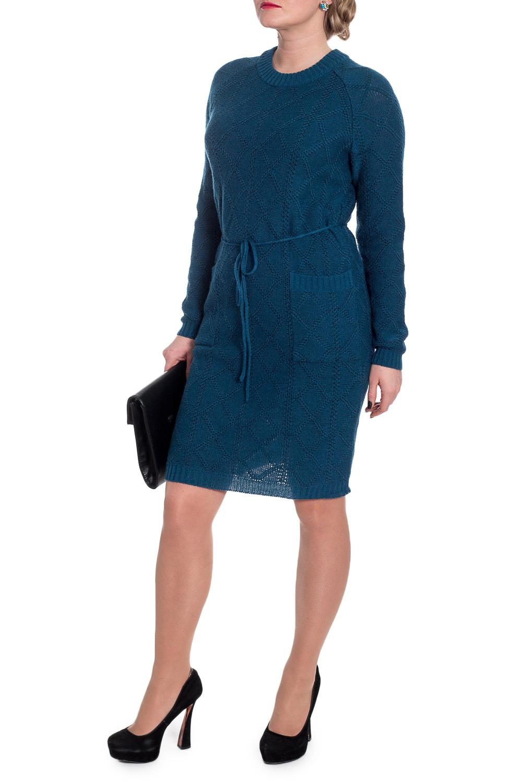 ПлатьеПлатья<br>Однотонное женское платье с длинными рукавами. Модель выполнена из вязаного трикотажа. Вязаный трикотаж - это красота, тепло и комфорт. В вязаных вещах очень легко оставаться женственной и в то же время не замёрзнуть.  Платье приталенного силуэта с накладными карманами на передней части изделия и съемным поясом шнурком. Горловина обработана бейкой. Рукав реглан, длинный.  Цвет: морская волна.  Длина рукава (от конечной плечевой точки) - 58 ± 1 см  Рост девушки-фотомодели 170 см  Длина изделия: 42 размер - 90 ± 2 см 44 размер - 90 ± 2 см 46 размер - 90 ± 2 см 48 размер - 92 ± 2 см 50 размер - 92 ± 2 см 52 размер - 94 ± 2 см 54 размер - 94 ± 2 см<br><br>Горловина: С- горловина<br>Рукав: Длинный рукав<br>Длина: До колена<br>Материал: Вязаные<br>Рисунок: Однотонные<br>Сезон: Зима,Весна,Осень<br>Силуэт: Приталенные<br>Стиль: Классический стиль,Кэжуал,Офисный стиль,Повседневный стиль<br>Форма: Платье - футляр<br>Элементы: С декором,С карманами,С манжетами,С поясом<br>Размер : 48,54,56<br>Материал: Пряжа<br>Количество в наличии: 3