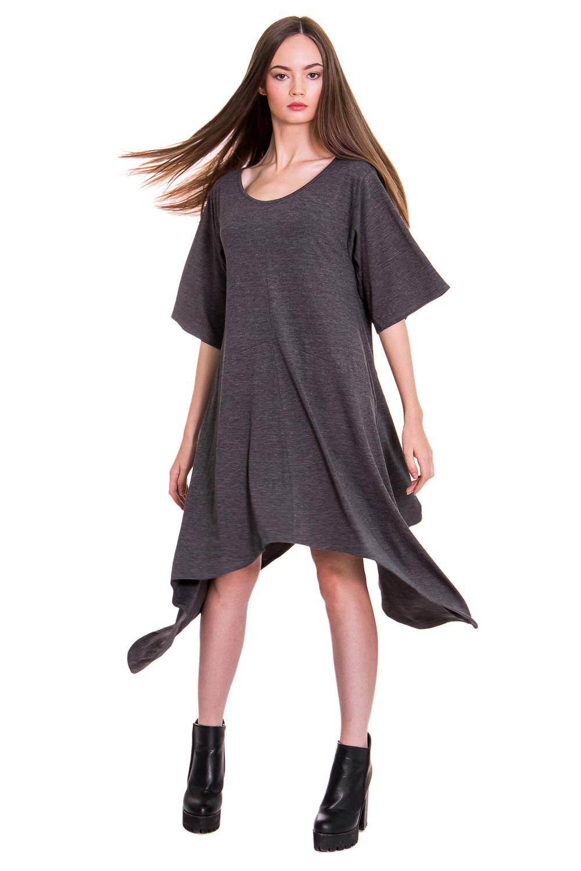 ПлатьеПлатья<br>Платье разлетайка - модный тренд сезона. В нашем платье трапециевидного силуэта Вы будете выглядеть эффектно и чувствовать себя непринужденно. Изделие подчеркнет достоинства фигуры и скроет ее недостатки. Мягкий трикотаж идеально подойдет для повседневного стиля.  Платье силуэта трапеция с асимметричным низом. Средний шов на передней и задней частях изделия, резы на уровне бедер. Горловина обработана окантовкой. Рукав рубашечный до локтя. Цвет: графитовый.  Длина рукава - 32 ± 1 см  Рост девушки-фотомодели 168 см  Длина изделия (по короткому срезу) - 90 ± 2 см<br><br>Горловина: С- горловина<br>По длине: До колена,Ниже колена<br>По материалу: Вискоза,Трикотаж<br>По образу: Город,Свидание<br>По рисунку: Однотонные<br>По сезону: Лето,Осень,Весна<br>По силуэту: Свободные<br>По стилю: Летний стиль,Молодежный стиль,Повседневный стиль,Ультрамодный стиль<br>По элементам: С декором,С заниженной талией,С фигурным низом<br>Рукав: До локтя<br>Размер : 42,44,46,48,50,52<br>Материал: Вискоза<br>Количество в наличии: 3