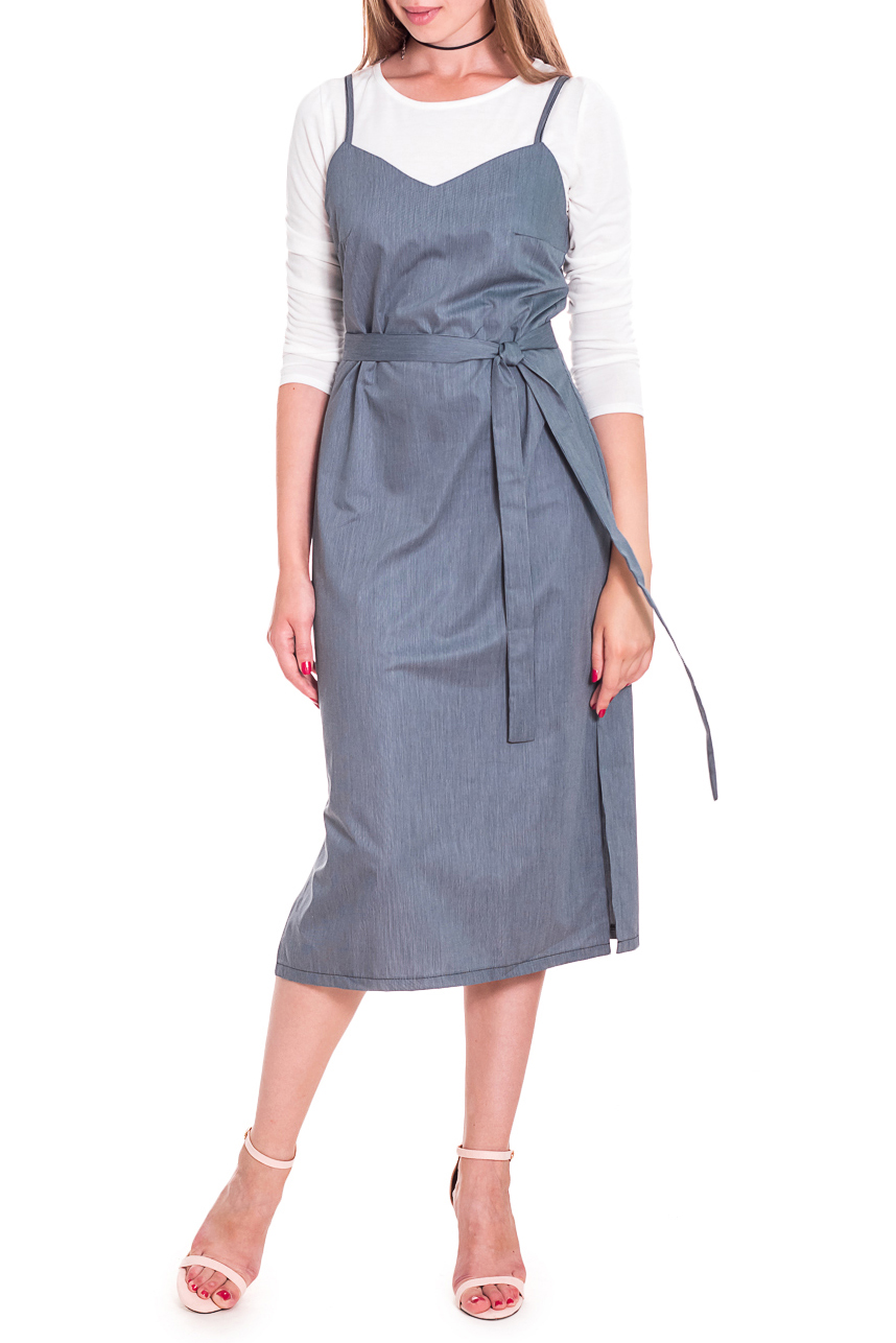 ПлатьеСарафаны<br>Чувственное, женственное платье на тонких бретелях сделает Ваш образ еще более утонченным и изысканным.  Платье прямого силуэта со съемным поясом и разрезами по бокам, на бретельках. На спинке средний шов. Верхний срез обработан обтачками.  Цвет: на синем фоне мелкая полоска.  Рост девушки-фотомодели 167 см  Длина изделия - 110 ± 2 см<br><br>Бретели: Тонкие бретели<br>Горловина: V- горловина<br>По длине: Ниже колена<br>По материалу: Тканевые<br>По рисунку: Однотонные<br>По силуэту: Прямые<br>По стилю: Кэжуал,Летний стиль,Молодежный стиль,Повседневный стиль,Офисный стиль<br>По элементам: С поясом,С разрезом<br>Рукав: Без рукавов<br>По сезону: Лето,Весна,Зима,Осень,Всесезон<br>Размер : 42,44,46,48,50<br>Материал: Плательная ткань<br>Количество в наличии: 9