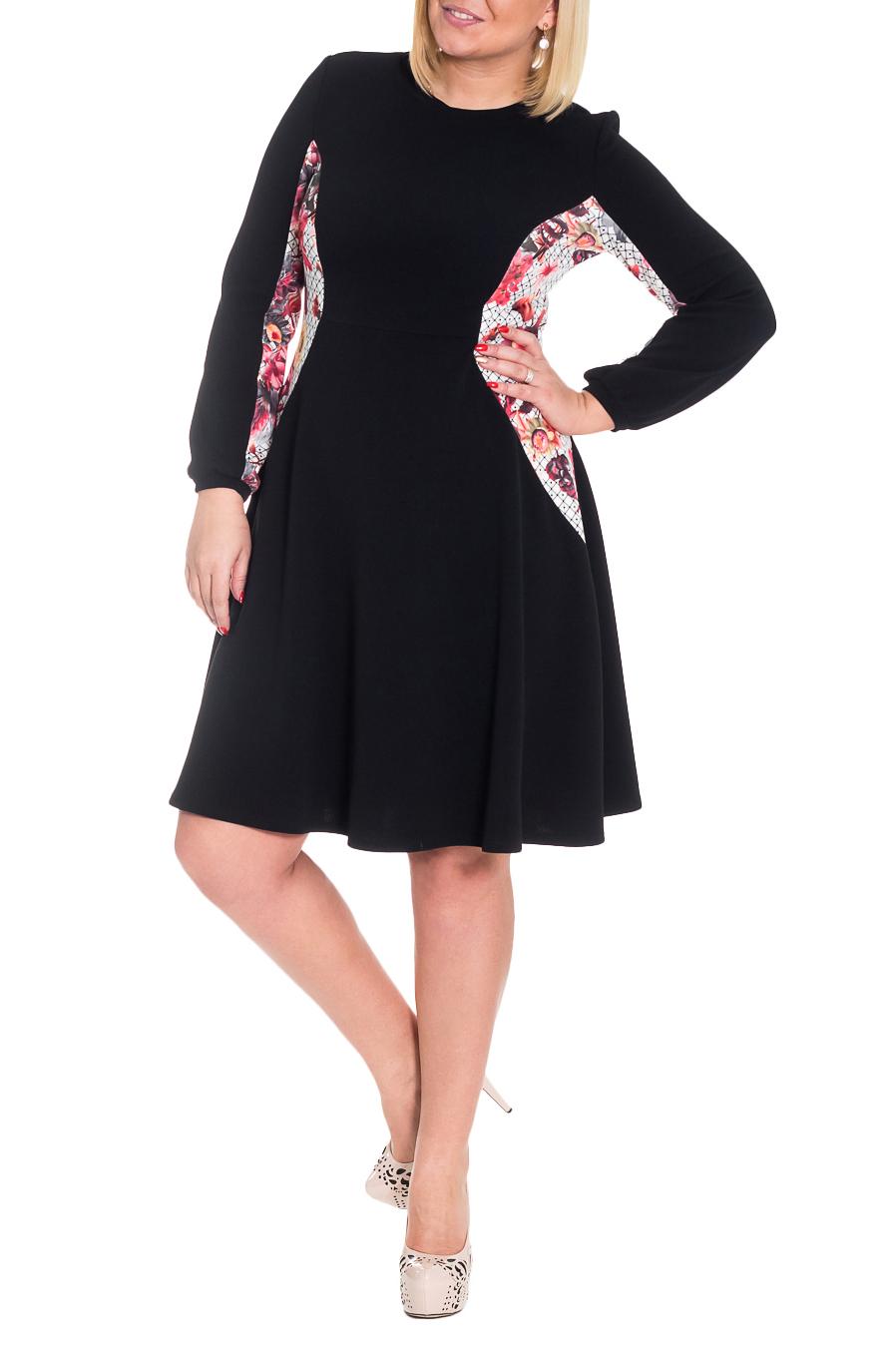 ПлатьеУтонченное женское платье приталенного силуэта с рельефами на передней и задней частях изделия. Изделие отрезное по линии талии. Горловина обработана бейкой. Рукав двушовный, со сборкой по низу и манжетой. Цвет: черный, белый и красный (вставки).  Длина рукава - 61 ± 1 см  Рост девушки-фотомодели 170 см  Длина изделия - 103 ± 2 см<br><br>Горловина: С- горловина<br>По длине: Ниже колена<br>По материалу: Трикотаж,Хлопок<br>По образу: Город,Свидание<br>По рисунку: С принтом,Фактурный рисунок,Цветные<br>По силуэту: Полуприталенные<br>По стилю: Повседневный стиль<br>По форме: Платье - трапеция<br>По элементам: С декором,Со складками<br>Рукав: Длинный рукав<br>По сезону: Зима<br>Размер : 46,48,50<br>Материал: Трикотаж<br>Количество в наличии: 21
