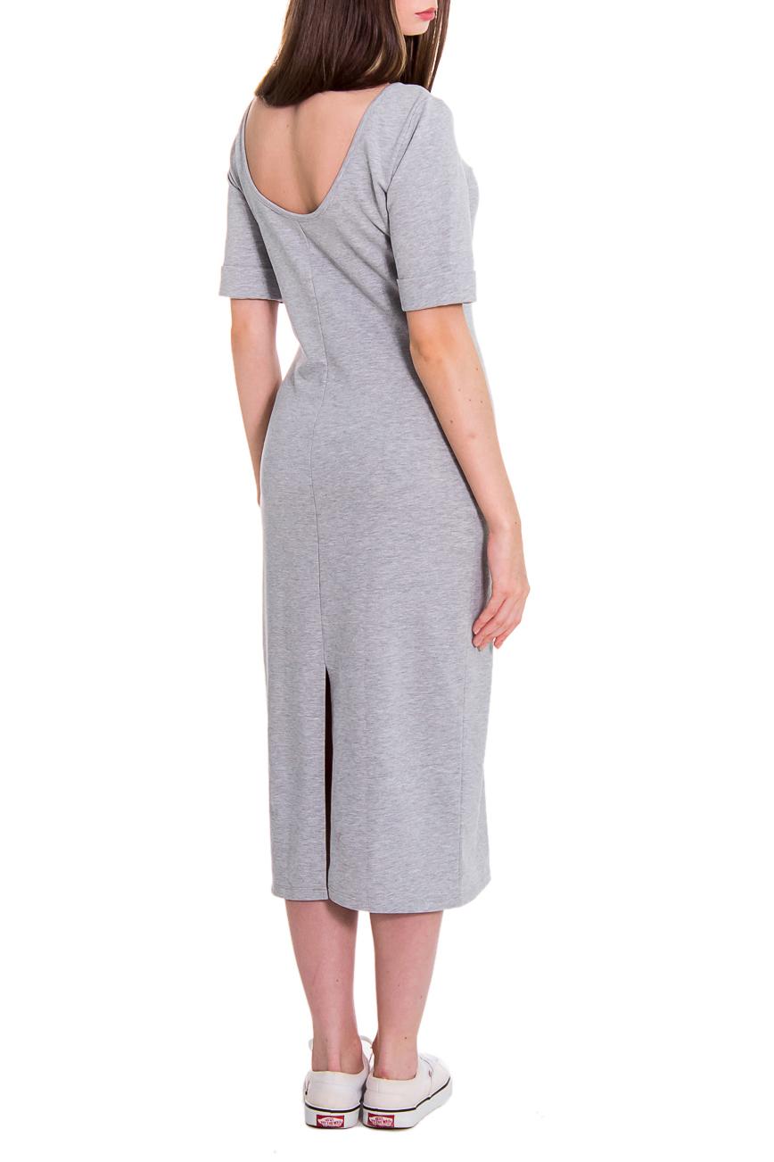 ПлатьеПлатья<br>Гармоничное женское платье quot;мидиquot; особенно популярно в этом сезоне. Это прекрасная возможность выглядеть модно для женщин любой фигуры. Изделие выполнено из мягкого приятного телу трикотажа. Такое платье прослужит Вам не один год, при этом не потеряет свой внешний вид.  Платье полуприлегающего силуэта. На спинке средний шов и разрез. Горловина окантована. Рукав втачной, короткий, с манжетой на отворот. Цвет: светло-серый меланж.  Длина рукава - 31 ± 1 см  Рост девушки-фотомодели 168 см  Длина изделия (от выреза на спине) - 92 ± 2 см<br><br>Горловина: С- горловина<br>По длине: Миди,Ниже колена<br>По материалу: Трикотаж,Хлопок<br>По рисунку: Однотонные<br>По сезону: Весна,Осень<br>По силуэту: Полуприталенные<br>По стилю: Классический стиль,Кэжуал,Молодежный стиль,Офисный стиль,Повседневный стиль,Ультрамодный стиль<br>По форме: Платье - футляр<br>По элементам: С вырезом,С декором,С манжетами,С открытой спиной,С разрезом<br>Разрез: Короткий<br>Рукав: До локтя,Короткий рукав<br>Размер : 48,50<br>Материал: Трикотаж<br>Количество в наличии: 2