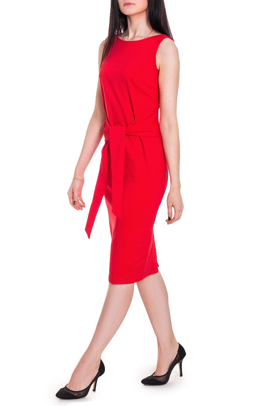 ПлатьеПлатья<br>Женственное платье приталенного силуэта с декоративными деталями, имитирующими рукава. Изделие подчеркнет Ваши достоинства и скроет недостатки. В нашем платье Вы, безусловно, сможете отправиться как на работу, так и на романтичную встречу.  Платье приталенного силуэта с нагрудными вытачками и отлетными деталями, завязывающимися спереди. На спинке талиевые вытачки и средний шов с молнией и шлицей. Горловина и проймы обработаны обтачками.  Цвет: красный.  Рост девушки-фотомодели 169 см  Длина изделия - 101 ± 2 см<br><br>Горловина: С- горловина<br>По длине: Ниже колена<br>По материалу: Костюмные ткани,Тканевые<br>По рисунку: Однотонные<br>По сезону: Весна,Зима,Лето,Осень,Всесезон<br>По силуэту: Полуприталенные,Приталенные<br>По стилю: Повседневный стиль,Ультрамодный стиль,Нарядный стиль<br>По форме: Платье - карандаш<br>По элементам: С декором,С молнией,С разрезом,С поясом<br>Разрез: Шлица<br>Рукав: Без рукавов<br>Размер : 46,48<br>Материал: Костюмно-плательная ткань<br>Количество в наличии: 5