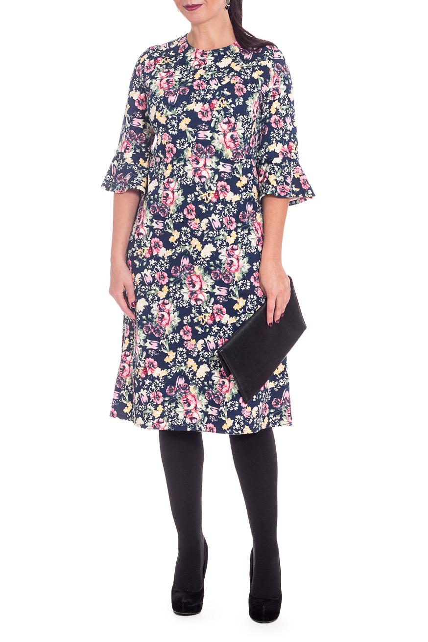 ПлатьеПлатья<br>Элегантное и женственное платье, которое подойдет любому типу фигуры, выполненное из приятного телу трикотажа. Цветочный принт украсит любую леди.  Платье полуприлегающего силуэта, отрезное под грудью. На спинке средний шов. Горловина круглая. Рукав втачной, 3/4, с воланом по низу.  В изделии использованы цвета: синий, желтый, розовый и др.  Длина рукава - 41 ± 1 см  Рост девушки-фотомодели 170 см  Длина изделия - 110 ± 2 см  При создании образа, который Вы видите на фотографии, также был использован стильный клатч арт. SMK0415. Для просмотра модели введите артикул в строке поиска.<br><br>Горловина: С- горловина<br>По длине: Ниже колена<br>По материалу: Трикотаж<br>По рисунку: Растительные мотивы,С принтом,Цветные,Цветочные<br>По силуэту: Полуприталенные<br>По стилю: Повседневный стиль,Романтический стиль<br>Рукав: Рукав три четверти<br>По сезону: Осень,Весна<br>Размер : 48,52<br>Материал: Трикотаж<br>Количество в наличии: 8