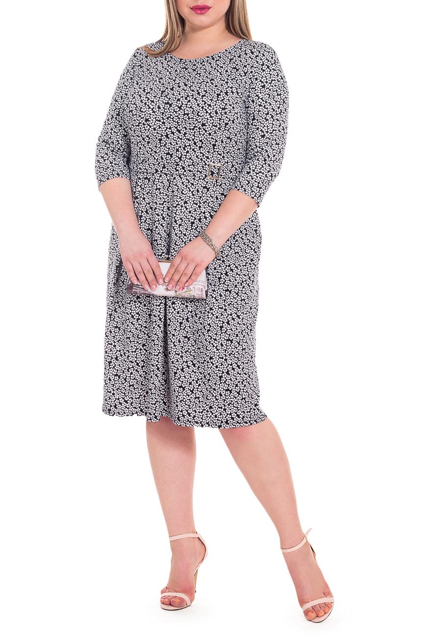 ПлатьеПлатья<br>Элегантное и женственное платье, которое подойдет любому типу фигуры, выполненное из приятного телу трикотажа.  Платье приталенного силуэта, отрезное по линии талии. На передней части лифа рельефы, отлетной пояс с пряжкой, по юбке складки. На спинке втачной пояс, средний шов. Горловина круглая. Рукав втачной, 3/4.  Цвет: на темно-синем фоне белые цветы.  Длина рукава (от конечной плечевой точки) - 42 ± 1 см  Рост девушки-фотомодели 170 см  Длина изделия: 46 размер - 106 ± 2 см 48 размер - 106 ± 2 см 50 размер - 106 ± 2 см 52 размер - 106 ± 2 см 54 размер - 109 ± 2 см 56 размер - 109 ± 2 см 58 размер - 109 ± 2 см<br><br>Горловина: С- горловина<br>По длине: Ниже колена<br>По материалу: Трикотаж<br>По образу: Город,Свидание<br>По рисунку: Растительные мотивы,С принтом,Цветные,Цветочные<br>По силуэту: Приталенные<br>По стилю: Повседневный стиль<br>По элементам: С поясом,Со складками<br>Рукав: Рукав три четверти<br>По сезону: Осень,Весна<br>Размер : 48,50,52,54<br>Материал: Трикотаж<br>Количество в наличии: 14