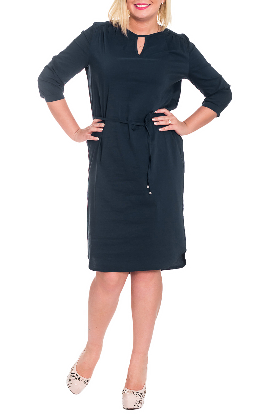 ПлатьеПлатья<br>Элегантное и изысканное платье, которое подойдет любому типу фигуры, выполненное из приятного телу материала.  Платье прямого силуэта со съемным поясом кулиской и фигурным низом. Кокетки со сборками на передней и задней частях изделия. На спинке средний шов. Горловина и капелька окантованы. Рукав втачной, 3/4, с притачной манжетой.  Цвет: полуночный темно-синий.  Длина рукава - 44 ± 1 см  Рост девушки-фотомодели 170 см  Длина изделия - 109 ± 2 см<br><br>Горловина: С- горловина<br>По длине: Ниже колена<br>По материалу: Тканевые<br>По рисунку: Однотонные<br>По сезону: Лето,Осень,Весна<br>По силуэту: Прямые<br>По стилю: Кэжуал,Офисный стиль,Повседневный стиль<br>По элементам: С декором,С манжетами,С поясом,С фигурным низом,Со складками<br>Рукав: Рукав три четверти<br>Размер : 46,48<br>Материал: Блузочная ткань<br>Количество в наличии: 7