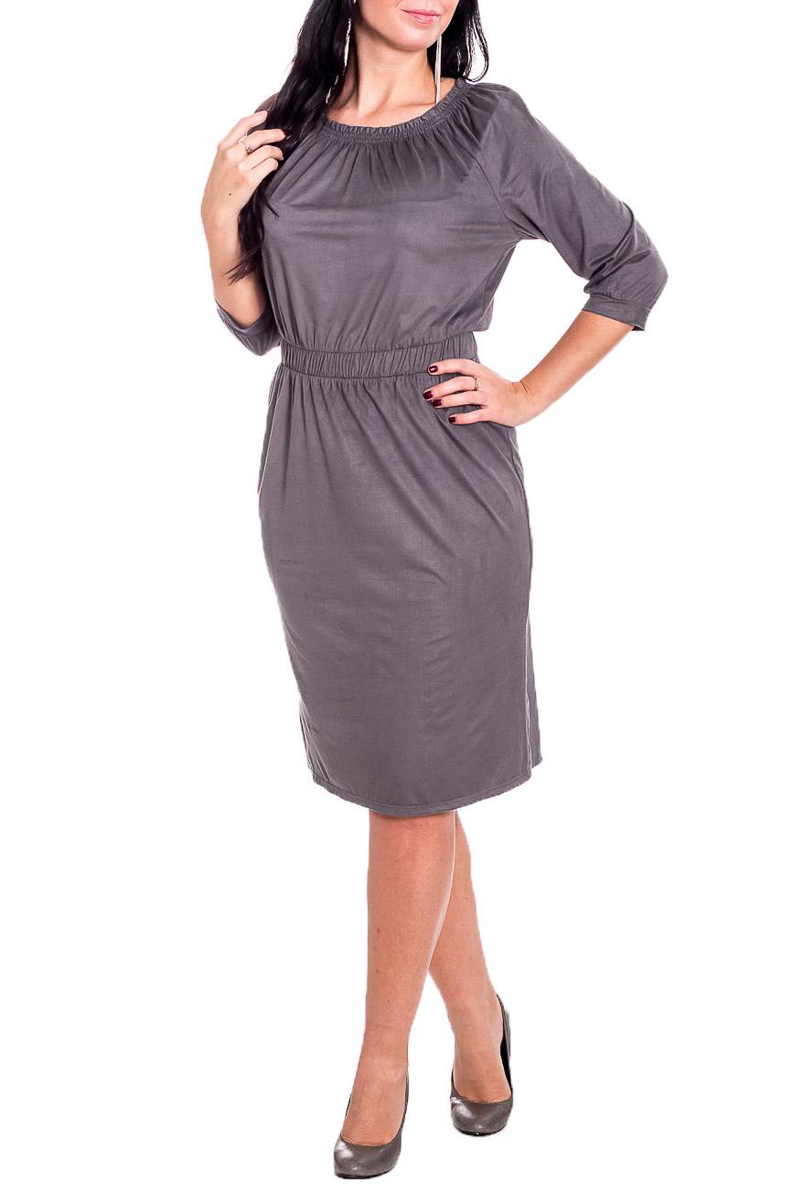 ПлатьеПлатья<br>Это изысканное женское платье прилигающего силуэта и замшевой фактуры материала - вещь, которая должна быть в Вашем модном гардеробе.  Платье приталенного силуэта с втачным поясом по талии с резинкой. На спинке средний шов и шлица. Горловина лодочка со сборкой на резинку. Рукав реглан, 3/4, со сборкой по низу и притачной манжетой.  Цвет: серый.  Длина рукава (от конечной плечевой точки) - 44 ± 1 см  Рост девушки-фотомодели 170 см  Длина изделия: 46 размер - 101 ± 2 см 48 размер - 101 ± 2 см 50 размер - 101 ± 2 см 52 размер - 101 ± 2 см 54 размер - 104 ± 2 см 56 размер - 104 ± 2 см 58 размер - 104 ± 2 см<br><br>Горловина: С- горловина<br>По длине: Ниже колена<br>По материалу: Замша<br>По рисунку: Однотонные<br>По силуэту: Полуприталенные,Приталенные<br>По стилю: Классический стиль,Кэжуал,Офисный стиль,Повседневный стиль<br>По форме: Платье - футляр<br>По элементам: С декором,С манжетами,С разрезом,Со складками<br>Разрез: Шлица<br>Рукав: Рукав три четверти<br>По сезону: Осень,Весна<br>Размер : 48,50,52,54,56,58<br>Материал: Замша<br>Количество в наличии: 29