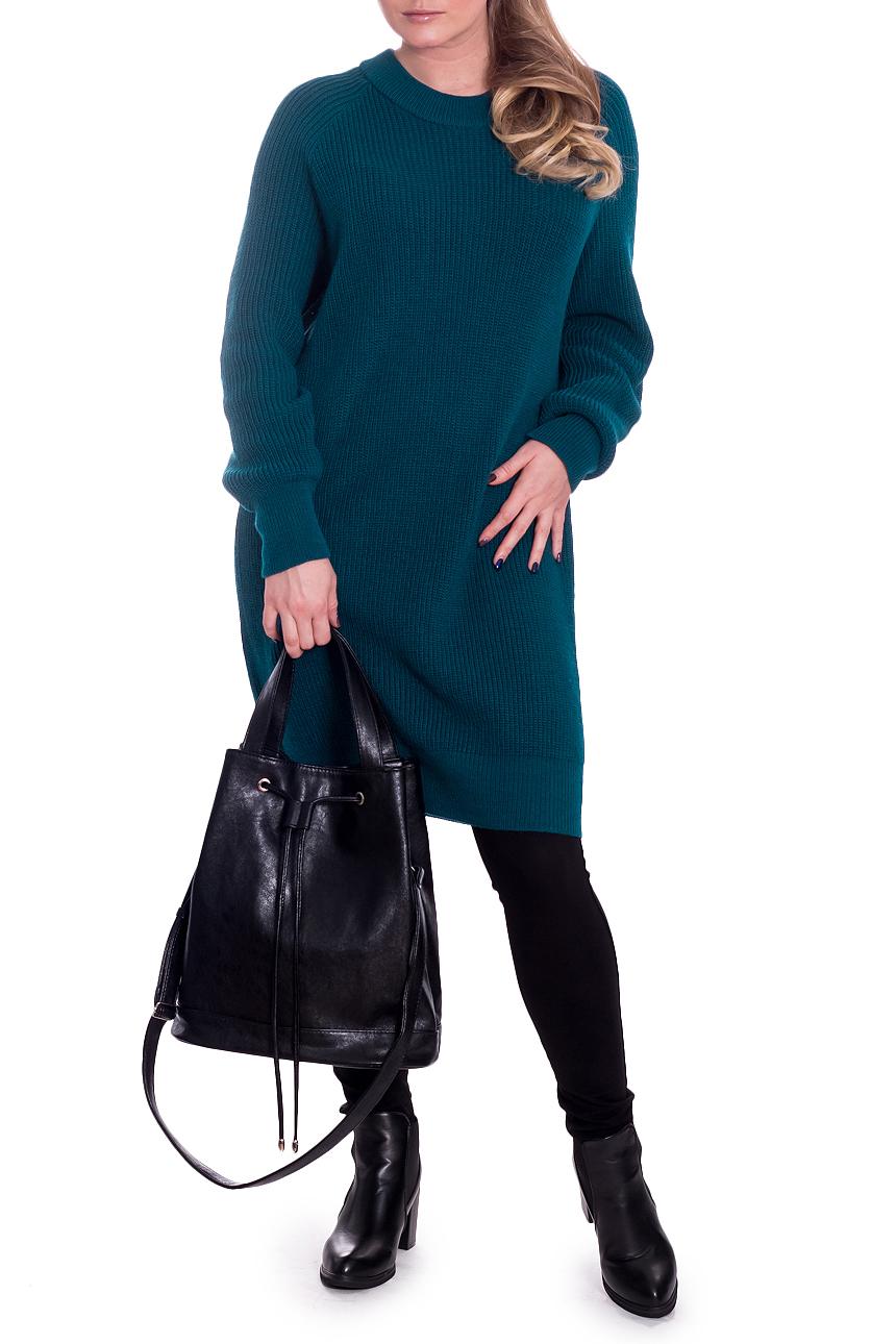 ПлатьеПлатья<br>Однотонное женское платье с длинными рукавами. Модель выполнена из пряжи. Вязаный трикотаж - это красота, тепло и комфорт. В вязаных вещах очень легко оставаться женственной и в то же время не замёрзнуть.  Платье силуэта quot;баллонquot;. Горловина круглая обработана бейкой. Рукав, реглан, длинный.  Цвет: морская волна.  Длина рукава (от конечной плечевой точки) - 61 ± 1 см  Рост девушки-фотомодели 170 см  Длина изделия - 90 ± 2 см  При создании образа, который Вы видите на фотографии, также была использована стильная сумка арт. SMK0916. Для просмотра модели введите артикул в строке поиска.<br><br>Горловина: С- горловина<br>По длине: До колена<br>По материалу: Вязаные<br>По рисунку: Однотонные<br>По силуэту: Свободные<br>По стилю: Винтаж,Кэжуал,Офисный стиль,Повседневный стиль<br>По форме: Платье - баллон<br>По элементам: С манжетами<br>Рукав: Длинный рукав<br>По сезону: Зима<br>Размер : 52<br>Материал: Пряжа<br>Количество в наличии: 1