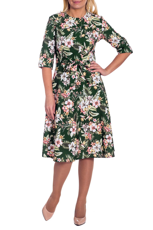 ПлатьеПлатья<br>Эксклюзивное платье из плательной ткани. Эта модель выглядит очень женственно и неординарно. Платье приталенного силуэта, отрезное по линии талии, с имитацией планки и поясом на передней части изделия. На спинке средний шов с молнией. Горловина обработана обтачкой. Рукав втачной, 3/4, с манжетой на отворот.  Цвет: темно-зеленый, белый и др.  Длина рукава - 36 ± 1 см  Рост девушки-фотомодели 170 см  Длина изделия: 46 размер - 105 ± 2 см 48 размер - 105 ± 2 см 50 размер - 105 ± 2 см 52 размер - 105 ± 2 см 54 размер - 108 ± 2 см 56 размер - 108 ± 2 см 58 размер - 108 ± 2 см<br><br>Горловина: С- горловина<br>По длине: Ниже колена<br>По материалу: Тканевые<br>По сезону: Весна,Осень,Всесезон<br>По силуэту: Полуприталенные,Приталенные<br>По стилю: Повседневный стиль<br>По форме: Платье - трапеция<br>По элементам: С манжетами,С молнией,С поясом<br>Рукав: Рукав три четверти<br>По рисунку: Растительные мотивы,С принтом,Цветные,Цветочные<br>Размер : 56<br>Материал: Плательная ткань<br>Количество в наличии: 2