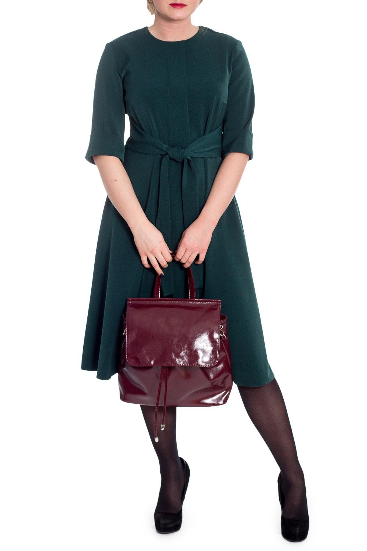 ПлатьеПлатья<br>Эксклюзивное платье из плательной ткани. Эта модель выглядит очень женственно и неординарно. Платье прилегающего силуэта, отрезное по линии талии, с имитацией планки и поясом на передней части изделия. На спинке средний шов с молнией. Горловина обработана обтачкой. Рукав втачной, 3/4, с манжетой на отворот.  Цвет: темно-зеленый.  Длина рукава - 36 ± 1 см  Рост девушки-фотомодели 170 см  Длина изделия: 46 размер - 105 ± 2 см 48 размер - 105 ± 2 см 50 размер - 105 ± 2 см 52 размер - 105 ± 2 см 54 размер - 108 ± 2 см 56 размер - 108 ± 2 см 58 размер - 108 ± 2 см  При создании образа, который Вы видите на фотографии, также была использована стильная сумка арт. SMK12816. Для просмотра модели введите артикул в строке поиска.<br><br>Горловина: С- горловина<br>По длине: Ниже колена<br>По материалу: Тканевые<br>По рисунку: Однотонные<br>По силуэту: Полуприталенные<br>По стилю: Классический стиль,Кэжуал,Офисный стиль,Повседневный стиль<br>По форме: Платье - трапеция<br>По элементам: С манжетами,С молнией,С поясом,Со складками<br>Рукав: Рукав три четверти<br>По сезону: Осень,Весна<br>Размер : 50<br>Материал: Плательная ткань<br>Количество в наличии: 3