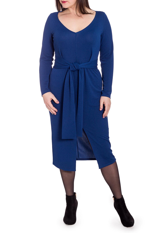 ПлатьеПлатья<br>Изысканное женское платье приталенного силуэта, отрезное по линии талии. Съемный пояс. На передней части лифа складки, заложенные к центру, на юбке средний шов с разрезом и сборка. На спинке средний шов. Рукав втачной, длинный. Пояс Вы можете завязывать как спереди, так и сзади.  Цвет: синий.  Длина рукава - 57 ± 1 см  Рост девушки-фотомодели 172 см  Длина изделия - 107 ± 2 см<br><br>Горловина: V- горловина<br>По длине: Ниже колена<br>По материалу: Трикотаж<br>По рисунку: Однотонные<br>По силуэту: Приталенные<br>По стилю: Классический стиль,Кэжуал,Офисный стиль,Повседневный стиль<br>По форме: Платье - футляр<br>По элементам: С вырезом,С поясом,С разрезом,Со складками<br>Разрез: Короткий<br>Рукав: Длинный рукав<br>По сезону: Осень,Весна<br>Размер : 50,52<br>Материал: Трикотаж<br>Количество в наличии: 9
