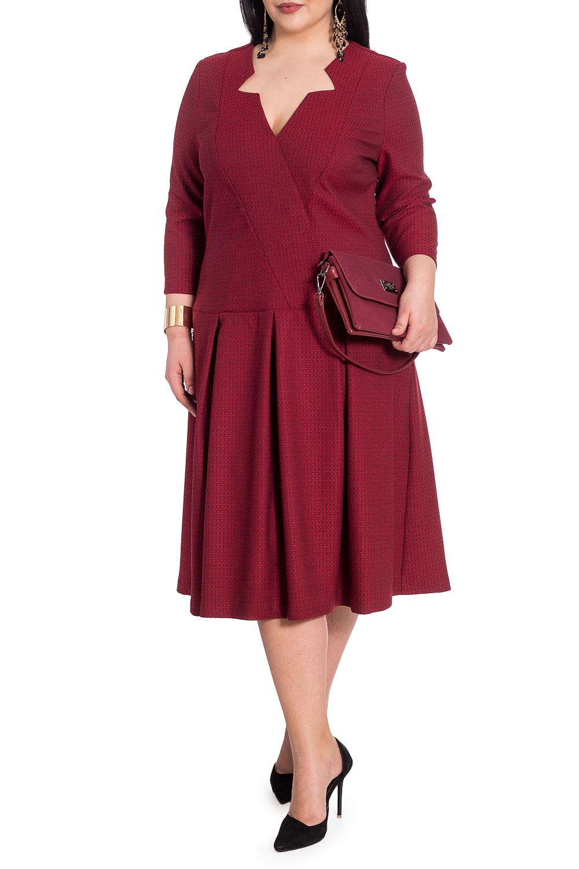 ПлатьеПлатья<br>Успех женщины в карьере во многом зависит от одежды, которую она носит. Поэтому, если вы хотите стать успешной, советуем приобрести это эксклюзивное платье.  Платье приталенного силуэта, отрезное выше линии бедер. По юбке встречные складки. На передней части лифа имитация запаха. На спинке рельефы. Молния в боковом шве. Горловина обработана обтачками. Рукав втачной, 7/8.  Цвет: черно-красный мелкий рисунок.  Длина рукава (от конечной плечевой точки) - 47 ± 1 см  Рост девушки-фотомодели 164 см  Длина изделия - 109 ± 2 см  При создании образа, который Вы видите на фотографии, также была использована стильная сумка арт. SMK1116. Для просмотра модели введите артикул в строке поиска.<br><br>Горловина: Фигурная горловина<br>По длине: Ниже колена<br>По материалу: Костюмные ткани,Тканевые<br>По силуэту: Полуприталенные,Приталенные<br>По стилю: Повседневный стиль<br>По форме: Платье - трапеция<br>По элементам: С декором,С молнией,Со складками<br>Рукав: Рукав три четверти<br>По сезону: Осень,Весна<br>Размер : 46,50,54,56<br>Материал: Костюмно-плательная ткань<br>Количество в наличии: 8