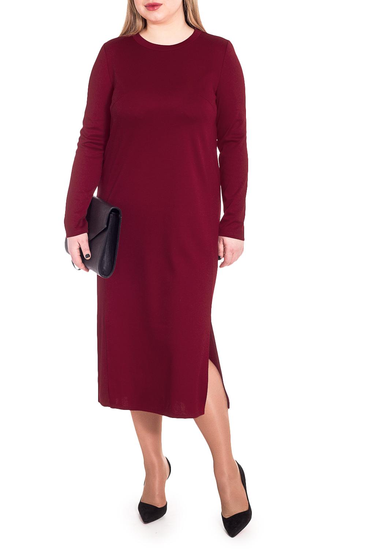 ПлатьеПлатья<br>Гармоничное платье от наших дизайнеров - универсальный предмет в вашем гардеробе Изумительно садясь по фигуре, это платье маскирует ее проблемные зоны.  Платье прямого силуэта. На передней части изделия смещенные рельефы с остаточной вытачкой и разрезами. На спинке средний шов. Горловина обработана бейкой. Рукав втачной, длинный.  Цвет: темно-красный.  Длина рукава (от конечной плечевой точки) - 61 ± 1 см  Рост девушки-фотомодели 170 см  Длина изделия - 118 ± 2 см<br><br>Горловина: С- горловина<br>По длине: Миди,Ниже колена<br>По материалу: Трикотаж<br>По образу: Город,Свидание<br>По рисунку: Однотонные<br>По сезону: Осень,Зима<br>По силуэту: Прямые<br>По стилю: Классический стиль,Кэжуал,Повседневный стиль<br>По элементам: С разрезом<br>Разрез: Короткий<br>Рукав: Длинный рукав<br>Размер : 48,50,52<br>Материал: Трикотаж<br>Количество в наличии: 7