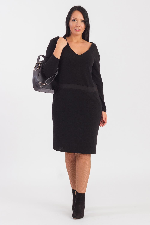 ПлатьеПлатья<br>Гармоничное платье от наших дизайнеров - универсальный предмет в вашем гардеробеМодель способна внести мягкость и расслабленность в повседневный стиль, а также укрыть от прохладной погоды.  Платье прямого силуэта с втачным поясом ниже линии талии. На передней части изделия карманы с отрезным бочком. На спинке средний шов. Горловина обработана обтачкой. Рукав рубашечный, длинный, со спущенной линией плеча.  Цвет: черный.  Длина рукава (от конечной плечевой точки) - 60 ± 1 см  Рост девушки-фотомодели 170 см  Длина изделия: 46 размер - 100 ± 2 см 48 размер - 100 ± 2 см 50 размер - 100 ± 2 см 52 размер - 100 ± 2 см 54 размер - 105 ± 2 см 56 размер - 105 ± 2 см 58 размер - 105 ± 2 см<br><br>Горловина: V- горловина<br>По длине: До колена<br>По материалу: Трикотаж<br>По образу: Город,Офис<br>По рисунку: Однотонные<br>По сезону: Осень,Зима<br>По силуэту: Прямые<br>По стилю: Классический стиль,Кэжуал,Офисный стиль,Повседневный стиль<br>По форме: Платье - футляр<br>По элементам: С вырезом,С заниженной талией,С карманами<br>Рукав: Длинный рукав<br>Размер : 48,50,52,54,56,58<br>Материал: Трикотаж<br>Количество в наличии: 42
