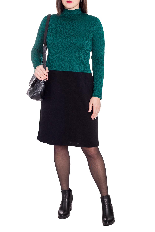 ПлатьеПлатья<br>Гармоничное платье от наших дизайнеров - универсальный предмет в вашем гардеробе Модель способна внести мягкость и расслабленность в повседневный стиль. А благодаря эластичной трикотажной ткани уютно укрыть от прохладной погоды.  Платье полуприлегающего силуэта, отрезное ниже линии талии. На спинке средний шов. Воротник стойка. Рукав втачной, длинный.  В изделии использованы цвета: изумрудный, черный.  Длина рукава (от конечной плечевой точки) - 60 ± 1 см  Рост девушки-фотомодели 172 см  Длина изделия: 46 размер - 104 ± 2 см 48 размер - 104 ± 2 см 50 размер - 104 ± 2 см 52 размер - 104 ± 2 см 54 размер - 106 ± 2 см 56 размер - 106 ± 2 см 58 размер - 106 ± 2 см  При создании образа, который Вы видите на фотографии, также была использована стильная сумка арт. SMK6016. Для просмотра модели введите артикул в строке поиска.<br><br>Воротник: Стойка<br>По длине: Ниже колена<br>По материалу: Трикотаж<br>По рисунку: Цветные<br>По сезону: Осень,Зима<br>По силуэту: Полуприталенные<br>По стилю: Кэжуал,Повседневный стиль<br>По форме: Платье - футляр<br>По элементам: С воротником<br>Рукав: Длинный рукав<br>Размер : 48,50,52,54,56,58<br>Материал: Трикотаж<br>Количество в наличии: 38