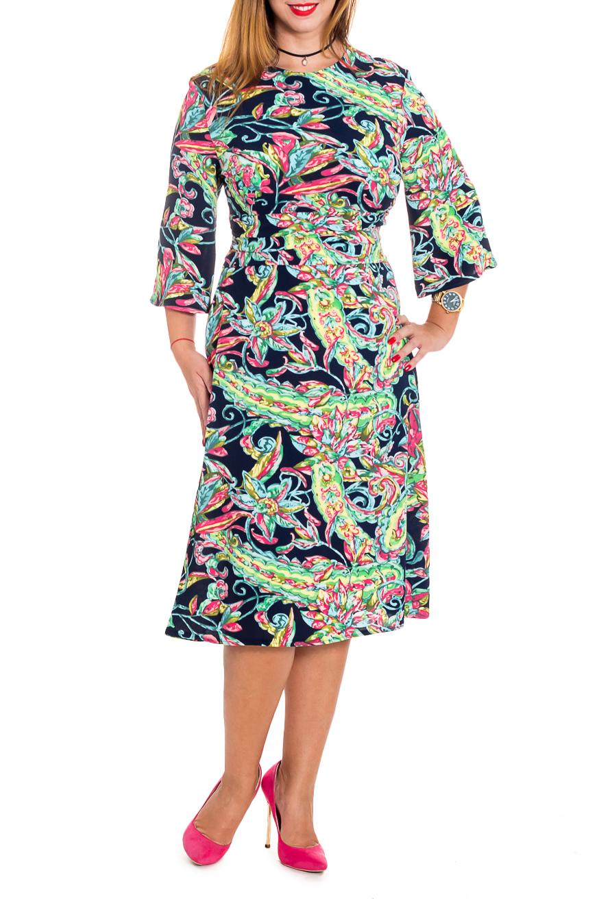 ПлатьеПлатья<br>Изысканное женское платье приталенного силуэта, с втачным широким поясом со сборкой по талии. Модель приталенного силуэта великолепно подчеркивает все достоинства Вашей фигуры На спинке средний шов с молнией. Горловина обработана обтачкой. Рукав втачной, расширенный книзу, ниже локтя.  Цвет: на синем фоне яркие узоры.  Длина рукава - 43 ± 1 см  Рост девушки-фотомодели 165 см  Длина изделия - 107 ± 2 см<br><br>Горловина: С- горловина<br>По длине: Ниже колена<br>По материалу: Тканевые<br>По рисунку: Растительные мотивы,С принтом,Цветные,Цветочные<br>По силуэту: Приталенные<br>По стилю: Повседневный стиль<br>По элементам: С декором,С молнией<br>Рукав: Рукав три четверти<br>По форме: Платье - трапеция<br>По сезону: Осень,Весна<br>Размер : 56<br>Материал: Плательная ткань<br>Количество в наличии: 1