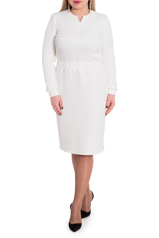ПлатьеПлатья<br>Гармоничное платье от наших дизайнеров - универсальный предмет в вашем гардеробе Модель способна внести мягкость и расслабленность в повседневный стиль. А благодаря эластичной трикотажной ткани уютно укрыть от прохладной погоды.  Платье приталенного силуэта с втачным поясом с резинкой по талии. Но спинке средний шов и разрез. Горловина обработана обтачкой. Рукав втачной, длинный, с притачной манжетой по низу.  Цвет: белый.  Длина рукава (от конечной плечевой точки) - 61 ± 1 см  Рост девушки-фотомодели 170 см  Длина изделия: 46 размер - 109 ± 2 см 48 размер - 109 ± 2 см 50 размер - 109 ± 2 см 52 размер - 109 ± 2 см 54 размер - 112 ± 2 см 56 размер - 112 ± 2 см 58 размер - 112 ± 2 см<br><br>Горловина: Фигурная горловина<br>По длине: Ниже колена<br>По материалу: Трикотаж<br>По рисунку: Однотонные,Фактурный рисунок<br>По сезону: Зима,Осень,Весна<br>По силуэту: Приталенные<br>По стилю: Классический стиль,Кэжуал,Офисный стиль,Повседневный стиль<br>По форме: Платье - футляр<br>По элементам: С манжетами,С разрезом<br>Разрез: Короткий<br>Рукав: Длинный рукав<br>Размер : 50,52,54<br>Материал: Трикотаж<br>Количество в наличии: 5