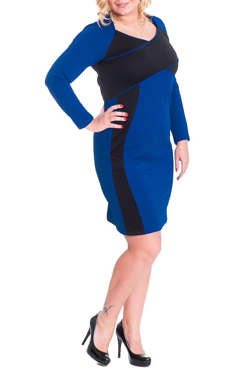 ПлатьеПлатья<br>Оригинальное женское платье приталенного силуэта. На передней части изделия рельефы и резы с контрастными кантами. На спинке рез по талии, средний шов и шлица. Горловина обработана обтачкой. Рукав реглан, длинный. Цвет: синий, черный.  Длина рукава (от конечной плечевой точки) - 60 ± 1 см  Рост девушки-фотомодели 180 см  Длина изделия: 46 размер - 101 ± 2 см 48 размер - 101 ± 2 см 50 размер - 101 ± 2 см 52 размер - 101 ± 2 см 54 размер - 104 ± 2 см 56 размер - 104 ± 2 см 58 размер - 104 ± 2 см<br><br>Горловина: V- горловина<br>По длине: Ниже колена<br>По материалу: Трикотаж<br>По образу: Город,Свидание<br>По рисунку: Однотонные<br>По сезону: Зима<br>По силуэту: Приталенные<br>По стилю: Повседневный стиль<br>По форме: Платье - футляр<br>По элементам: С декором,С разрезом<br>Разрез: Шлица<br>Рукав: Длинный рукав<br>Размер : 46,48,50,52,54,56,58<br>Материал: Трикотаж<br>Количество в наличии: 2