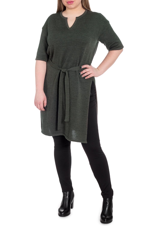 Платье - туникаПлатья<br>Для активных женщин главное в одежде - практичность и комфорт. Именно поэтому мы создали это удобное платье - тунику. Такая модель способна подарить чувство комфорта и ощущение полной уверенности в себе.  Платье - туника с высокими разрезами по боковым швам и съемным поясом. Горловина фигурная с капелькой обработана бейкой. Рукав рубашечный, до локтя со спущенной линией плеча.  В изделии использованы цвета: черный, хаки.  Длина рукава (от конечной плечевой точки) - 33 ± 1 см  Рост девушки-фотомодели 170 см  Длина изделия - 91 ± 2 см<br><br>Горловина: Фигурная горловина<br>По длине: До колена<br>По материалу: Вязаные<br>По образу: Город,Свидание<br>По рисунку: Однотонные<br>По силуэту: Прямые<br>По стилю: Кэжуал,Повседневный стиль<br>По элементам: С разрезом<br>Разрез: Длинный<br>Рукав: До локтя<br>По сезону: Осень,Весна<br>Размер : 48,50,52<br>Материал: Пряжа<br>Количество в наличии: 3