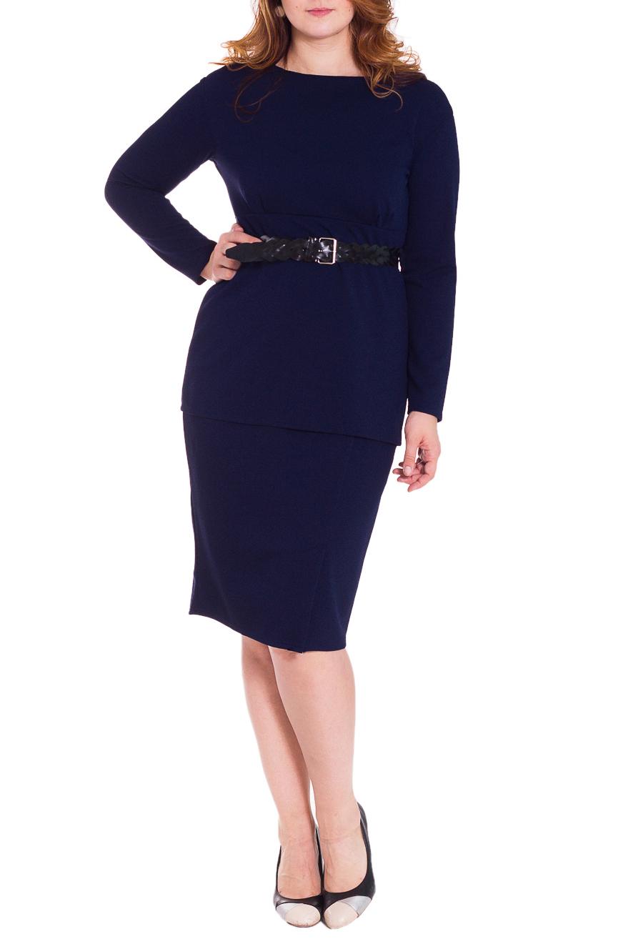 ПлатьеПлатья<br>Утонченное женское платье полуприлегающего силуэта, отрезное под грудью. Отлетная деталь от реза под грудью, имитация джемпера и юбки. На передней части лифа складки, на юбке асимметричный рез со шлицей. На спинке средний шов. Рукав рубашечный, со спущенной линией плеча, длинный. Пояс в комплект не входит. Цвет: насыщенный синий.  Длина рукава - 60 ± 1 см  Рост девушки-фотомодели 180 см  Длина изделия - 112 ± 2 см<br><br>По образу: Свидание,Город,Офис<br>По стилю: Офисный стиль,Повседневный стиль,Классический стиль<br>По материалу: Трикотаж<br>По рисунку: Однотонные<br>По сезону: Зима<br>По силуэту: Полуприталенные<br>По элементам: С разрезом,Со складками,С завышенной талией<br>По форме: Платье - футляр<br>По длине: Ниже колена<br>Рукав: Длинный рукав<br>Горловина: С- горловина<br>Разрез: Шлица<br>Размер: 50,52,54,56,58,46,48<br>Материал: 100% полиэстер<br>Количество в наличии: 30