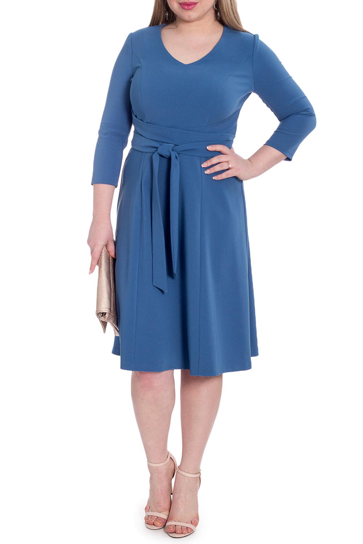 ПлатьеПлатья<br>Каким должно быть повседневное платье Таким, которое позволит выглядеть безупречно в любой ситуации.  Платье приталенного силуэта, отрезное по линии талии, с поясом втаченным в боковые швы. На передней части изделия рельефы. На спинке средний шов с молнией и рельефы. Горловина обработана обтачкой. Рукав втачной, 3/4.  Цвет: джинсовый синий.  Длина рукава - 45 ± 1 см  Рост девушки-фотомодели 170 см  Длина изделия по спинке: 46 размер - 105 ± 2 см 48 размер - 105 ± 2 см 50 размер - 105 ± 2 см 52 размер - 105 ± 2 см 54 размер - 108 ± 2 см 56 размер - 108 ± 2 см 58 размер - 108 ± 2 см<br><br>Горловина: V- горловина<br>По длине: Ниже колена<br>По материалу: Тканевые<br>По рисунку: Однотонные<br>По силуэту: Полуприталенные,Приталенные<br>По стилю: Классический стиль,Кэжуал,Офисный стиль,Повседневный стиль<br>По форме: Платье - трапеция<br>По элементам: С декором,С молнией,С поясом<br>Рукав: Рукав три четверти<br>По сезону: Осень,Весна<br>Размер : 48,50,52,54,56,58<br>Материал: Плательная ткань<br>Количество в наличии: 25