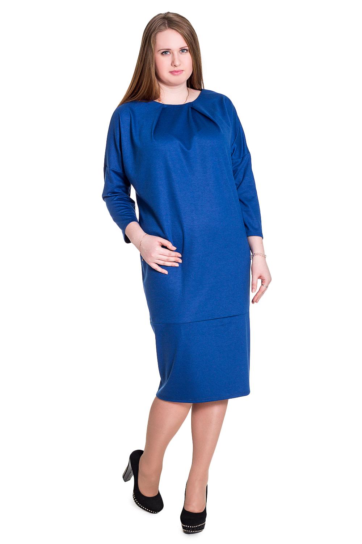 ПлатьеПлатья<br>Это простое, но очень удобное платье свободного кроя гарантированно поднимет настроение своей обладательнице. И это не только благодаря силуэту и широким рукавам, но и насыщенному синему цвету, из которого оно сшито. Обязательно приобретите себе такое платье, и вам всегда будет что надеть  Платье свободного кроя с широкой планкой по низу. На передней части изделия асимметрично заложенные складки. На спинке средний шов и шлица. Горловина обработана обтачкой. Рукав рубашечный со спущенной линией плеча, 3/4.  Цвет: синий.  Длина рукава (от конечной плечевой точки) - 45 ± 1 см  Рост девушки-фотомодели 171 см  Длина изделия - 107 ± 2 см<br><br>Горловина: С- горловина<br>По длине: Ниже колена<br>По материалу: Трикотаж,Хлопок<br>По образу: Город,Офис,Свидание<br>По рисунку: Однотонные<br>По сезону: Зима<br>По силуэту: Прямые,Свободные<br>По стилю: Классический стиль,Офисный стиль,Повседневный стиль<br>По форме: Платье - баллон<br>По элементам: С декором,С разрезом,Со складками<br>Разрез: Шлица<br>Рукав: Рукав три четверти<br>Размер : 58,60,62,64,66,68,70<br>Материал: Трикотаж<br>Количество в наличии: 6