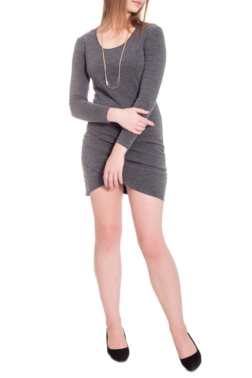 ПлатьеПлатья<br>Одним из наиболее современных направлений модной женской одежды являются асимметричные платья, позволяющие выглядеть стильно и экстравагантно.  Платье приталенного силуэта с асимметричным низом и драпировкой на передней части изделия. На спинке средний шов. Горловина окантована. Рукав втачной, длинный. Украшение в комплект не входит. Цвет: серый.  Длина рукава - 59 ± 1 см  Рост девушки-фотомодели 173 см  Длина изделия: 40 размер - 83 ± 2 см 42 размер - 83 ± 2 см 44 размер - 83 ± 2 см 46 размер - 83 ± 2 см 48 размер - 88 ± 2 см 50 размер - 88 ± 2 см 52 размер - 88 ± 2 см<br><br>Горловина: С- горловина<br>По длине: До колена,Мини<br>По материалу: Трикотаж<br>По рисунку: Однотонные<br>По сезону: Зима<br>По силуэту: Обтягивающие,Приталенные<br>По стилю: Кэжуал,Молодежный стиль,Повседневный стиль,Ультрамодный стиль<br>По форме: Платье - футляр<br>По элементам: С декором,С разрезом,С фигурным низом,Со складками<br>Рукав: Длинный рукав<br>Размер : 42,44,48,50,52<br>Материал: Трикотаж<br>Количество в наличии: 28