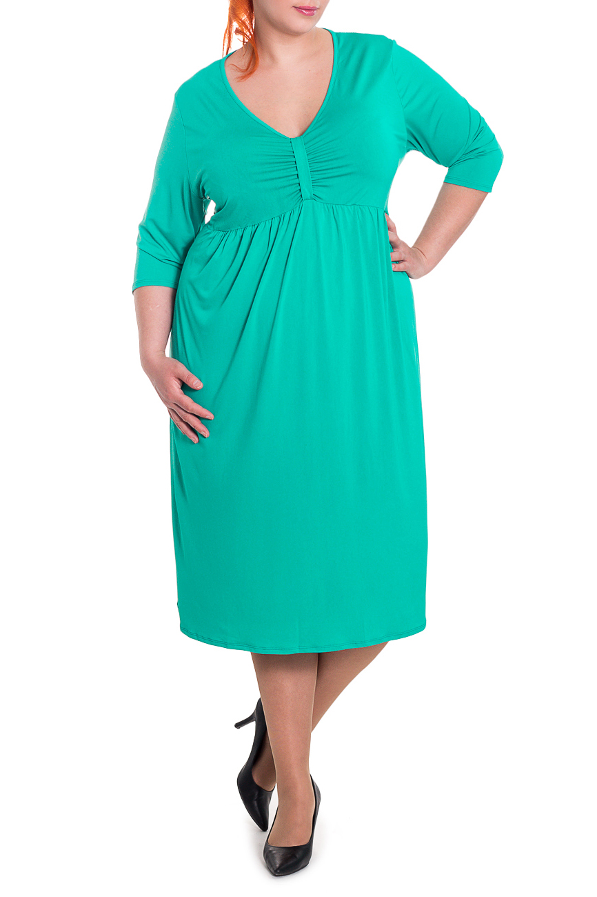 ПлатьеПлатья<br>Великолепное женское платье с завышенной линией талии. Выполнено из струящегося трикотажа приятной расцветки. Модель имеет декоративные складки по переду изделия.  Платье силуэта quot;трапецияquot;, отрезное под грудью со сборкой по юбке. На передней части лифа средний шов со сборкой и шлевкой. На спинке средний шов. Горловина окантована. Рукав рубашечный с чуть спущенной линией плеча.  Цвет: бирюзовый.  Длина рукава (от конечной плечевой точки) - 43 ± 1 см  Рост девушки-фотомодели 180 см  Длина изделия - 120 ± 2 см<br><br>Горловина: V- горловина<br>По длине: Ниже колена<br>По материалу: Трикотаж<br>По рисунку: Однотонные<br>По силуэту: Свободные<br>По стилю: Повседневный стиль<br>По форме: Платье - трапеция<br>По элементам: С вырезом,С декором,С завышенной талией,Со складками<br>Рукав: Рукав три четверти<br>По сезону: Осень,Весна<br>Размер : 64,66<br>Материал: Трикотаж<br>Количество в наличии: 4