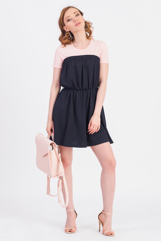 Платье - сарафанСарафаны<br>Великолепное платье quot;бандоquot; с открытыми плечами подойдет девушкам с разными типами фигуры, желающими подчеркнуть свою линию декольте. В прохладное время года изделие можно дополнить рубашкой.  Платье - сарафан без лямок, отрезной по линии талии с резинкой. Верхний срез на широкой резинке. На спинке средний шов.   Цвет: темно-синий.  Рост девушки-фотомодели 173 см  Длина изделия (от верхнего среза) - 64 ± 2 см<br><br>Горловина: Без бретелей<br>По длине: До колена<br>По материалу: Трикотаж<br>По рисунку: Однотонные<br>По силуэту: Приталенные<br>По стилю: Летний стиль,Молодежный стиль<br>По элементам: С резинкой,Со складками<br>Рукав: Без рукавов<br>По сезону: Лето,Осень,Весна<br>Размер : 44,46,48,50,52<br>Материал: Трикотаж<br>Количество в наличии: 24