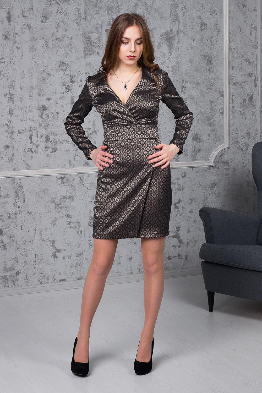 ПлатьеПлатья<br>Это шикарное платье идеально подойдет для создания стильного и утонченного образа. Изделие выполнено из струящегося материала, который прекрасно садится по любой фигуре. Платье с V-образным вырезом горловины подчеркнет Вашу очаровательную линию груди.  Платье приталенного силуэта с втачным поясом по талии. На передней части изделия запах на юбке, рельефы на лифе. На спинке средний шов. Горловина на запах, обработана обтачкой. Рукав втачной, длинный.  Цвет: на черном фоне золотистый рисунок.  Длина рукава - 60 ± 1 см  Рост девушки-фотомодели 170 см  Длина изделия: 42 размер - 89 ± 2 см 44 размер - 89 ± 2 см 46 размер - 89 ± 2 см 48 размер - 91 ± 2 см 50 размер - 91 ± 2 см 52 размер - 89 ± 2 см<br><br>Горловина: V- горловина,Запах<br>По длине: До колена<br>По материалу: Жаккард,Тканевые<br>По образу: Город,Свидание<br>По рисунку: С принтом,Фактурный рисунок,Цветные<br>По сезону: Зима,Осень,Весна<br>По силуэту: Полуприталенные,Приталенные<br>По стилю: Повседневный стиль,Нарядный стиль<br>По форме: Платье - футляр<br>По элементам: С вырезом,С декором,С завышенной талией,С молнией<br>Рукав: Длинный рукав<br>Размер : 42,44<br>Материал: Жаккард<br>Количество в наличии: 4