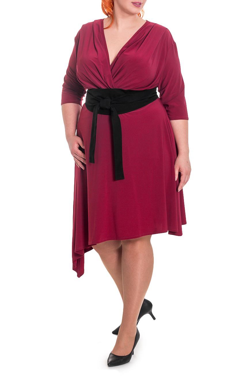 ПлатьеПлатья<br>Женственное платье с асимметричным низом станет изюминкой Вашего гардероба. Побалуйте себя этой великолепной покупкой  Платье приталенного силуэта, отрезное чуть выше линии талии, с асимметричным низом. На лифе переда заложены складки. На спинке средний шов. Съемный пояс. Рукав рубашечный, со спущенной линией плеча.  Цвет: бордовый, черный (пояс).  Длина рукава (от конечной плечевой точки) - 41 ± 1 см  Рост девушки-фотомодели 180 см  Длина изделия по спинке - 116 ± 2 см<br><br>Горловина: V- горловина,Запах<br>По длине: Ниже колена<br>По материалу: Трикотаж<br>По рисунку: Однотонные<br>По сезону: Зима,Осень,Весна<br>По силуэту: Приталенные<br>По стилю: Нарядный стиль,Повседневный стиль<br>По форме: Платье - трапеция<br>По элементам: С декором,С завышенной талией,С поясом,С фигурным низом,Со складками<br>Рукав: Рукав три четверти<br>Размер : 60,64,66<br>Материал: Холодное масло<br>Количество в наличии: 9