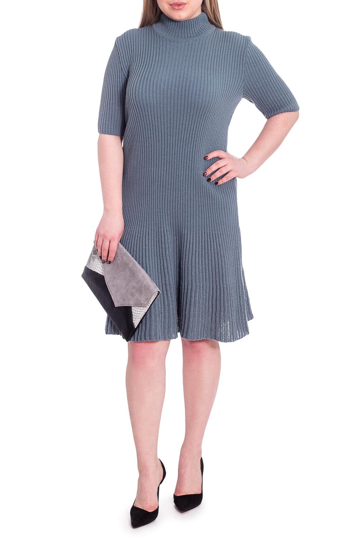 ПлатьеПлатья<br>Гармоничное женское платье из вязаного трикотажа. Вязаный изделия - это красота, тепло и комфорт. В вязаных вещах очень легко оставаться женственной и в то же время не замёрзнуть.  Платье приталенного силуэта с воланом по низу. Воротник quot;стойкаquot;. Рукав втачной, до локтя.  Цвет: серый.  Длина рукава - 29 ± 1 см  Рост девушки-фотомодели 170 см  Длина изделия: 46 размер - 94 ± 2 см 48 размер - 94 ± 2 см 50 размер - 94 ± 2 см 52 размер - 94 ± 2 см 54 размер - 97 ± 2 см 56 размер - 97 ± 2 см 58 размер - 97 ± 2 см  При создании образа, который Вы видите на фотографии, также была использована стильная сумка арт. SMK8916. Для просмотра модели введите артикул в строке поиска.<br><br>Воротник: Стойка<br>По длине: До колена<br>По материалу: Вязаные<br>По рисунку: Однотонные<br>По силуэту: Полуприталенные,Приталенные<br>По стилю: Классический стиль,Кэжуал,Офисный стиль,Повседневный стиль<br>По форме: Платье - трапеция<br>По элементам: С воротником<br>Рукав: До локтя<br>По сезону: Осень,Весна<br>Размер : 48,50,52,54,56,58<br>Материал: Пряжа<br>Количество в наличии: 6