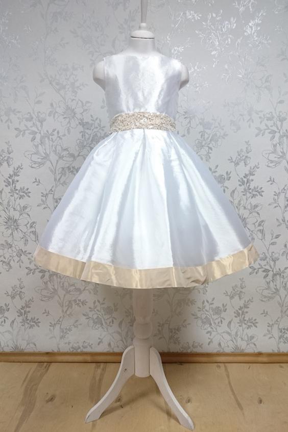 ПлатьеПлатья<br>Leli-Bambine - дизайн студия нарядной одежды для девочек.   Нарядное платье для маленькой леди. Платье выполнено из скульптурной тафты с контрастной отделкой. Пояз из расшитого бисером кружева. Подклад из 100% хлопка.  В изделии использованы цвета: белый, кремовый  Размер 74 соответствует росту 70-73 см Размер 80 соответствует росту 74-80 см Размер 86 соответствует росту 81-86 см Размер 92 соответствует росту 87-92 см Размер 98 соответствует росту 93-98 см Размер 104 соответствует росту 98-104 см Размер 110 соответствует росту 105-110 см Размер 116 соответствует росту 111-116 см Размер 122 соответствует росту 117-122 см Размер 128 соответствует росту 123-128 см Размер 134 соответствует росту 129-134 см Размер 140 соответствует росту 135-140 см<br><br>Горловина: С- горловина<br>По длине: Миди<br>По материалу: Тканевые<br>По образу: Выпускной,Торжество<br>По сезону: Весна,Зима,Лето,Осень,Всесезон<br>По силуэту: Приталенные<br>По стилю: На выпускной,Нарядные,Романтические<br>По форме: Трапеция<br>По элементам: Без рукавов,С декором<br>По возрасту: Дошкольные ( от 3 до 7 лет)<br>По рисунку: Однотонные<br>Размер : 116<br>Материал: Тафта<br>Количество в наличии: 1