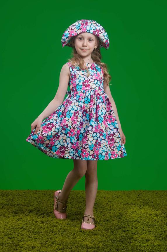 ПлатьеПлатья<br>Классическое платье из натурального хлопка с регулировкой по объему в виде отлетного пояса сзади. Насыщенный цветочный принт сделает данную модель незаменимой в гардеробе любой девочки.  В изделии использованы цвета: розовый, голубой и др.  Размер 74 соответствует росту 70-73 см Размер 80 соответствует росту 74-80 см Размер 86 соответствует росту 81-86 см Размер 92 соответствует росту 87-92 см Размер 98 соответствует росту 93-98 см Размер 104 соответствует росту 98-104 см Размер 110 соответствует росту 105-110 см Размер 116 соответствует росту 111-116 см Размер 122 соответствует росту 117-122 см Размер 128 соответствует росту 123-128 см Размер 134 соответствует росту 129-134 см Размер 140 соответствует росту 135-140 см Размер 146 соответствует росту 141-146 см Размер 152 соответствует росту 147-152 см Размер 158 соответствует росту 153-158 см Размер 164 соответствует росту 159-164 см Размер 170 соответствует росту 165-170 см<br><br>Горловина: С- горловина<br>Возраст: Ясельные ( от 1 до 3 лет),Дошкольные ( от 3 до 7 лет),Школьные ( от 7 до 13 лет)<br>Длина: Миди<br>Материал: Хлопковые<br>Образ: Повседневные<br>Рисунок: Растительные мотивы,С принтом (печатью),Цветные,Цветочные<br>Сезон: Лето<br>Силуэт: Приталенные<br>Стиль: Летние,Повседневные<br>Форма: Трапеция<br>Элементы: Без рукавов<br>Размер : 104,116,122,134,86,98<br>Материал: Хлопок<br>Количество в наличии: 6