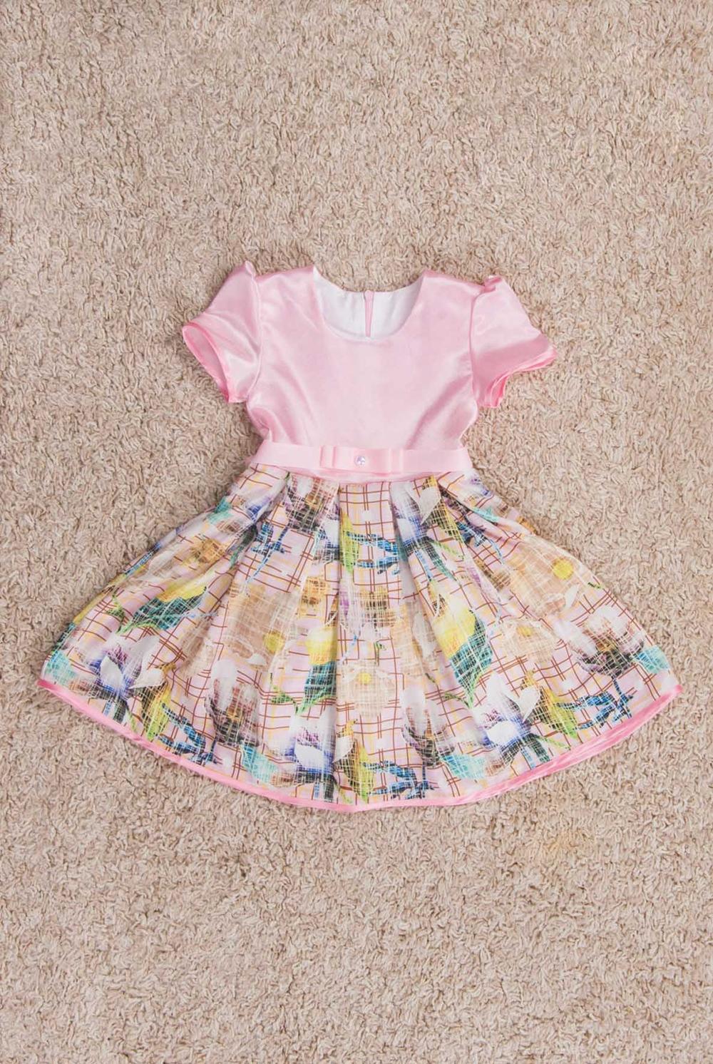 ПлатьеПлатья<br>Фигурное платье. Лиф из атласа, юбка из атлас-шелка c с цветочным принтом. По юбке заложены встречные складки, которые создают невероятный объем, а за счет вшитого между подкладой и основной тканью фатина, юбка отлично держит форму. Рукава и низ платья окантованы контрастной атласной бейкой. Подклада лифа - хлопок.  В изделии использованы цвета: розовый и др.  Размер 74 соответствует росту 70-73 см Размер 80 соответствует росту 74-80 см Размер 86 соответствует росту 81-86 см Размер 92 соответствует росту 87-92 см Размер 98 соответствует росту 93-98 см Размер 104 соответствует росту 98-104 см Размер 110 соответствует росту 105-110 см Размер 116 соответствует росту 111-116 см Размер 122 соответствует росту 117-122 см Размер 128 соответствует росту 123-128 см Размер 134 соответствует росту 129-134 см Размер 140 соответствует росту 135-140 см Размер 146 соответствует росту 141-146 см Размер 152 соответствует росту 147-152 см Размер 158 соответствует росту 153-158 см Размер 164 соответствует росту 159-164 см Размер 170 соответствует росту 165-170 см<br><br>Горловина: С- горловина<br>По возрасту: Ясельные ( от 1 до 3 лет),Дошкольные ( от 3 до 7 лет),Школьные ( от 7 до 13 лет)<br>По длине: Миди<br>По материалу: Атласные<br>По образу: Выпускной,Торжество<br>По рисунку: Растительные мотивы,С принтом (печатью),Цветные,Цветочные<br>По сезону: Весна,Зима,Лето,Осень,Всесезон<br>По силуэту: Приталенные<br>По стилю: На выпускной,Нарядные<br>По форме: Трапеция,С завышенной талией<br>По элементам: С декором<br>Рукав: Короткий рукав<br>Размер : 116,146,98<br>Материал: Атлас<br>Количество в наличии: 3