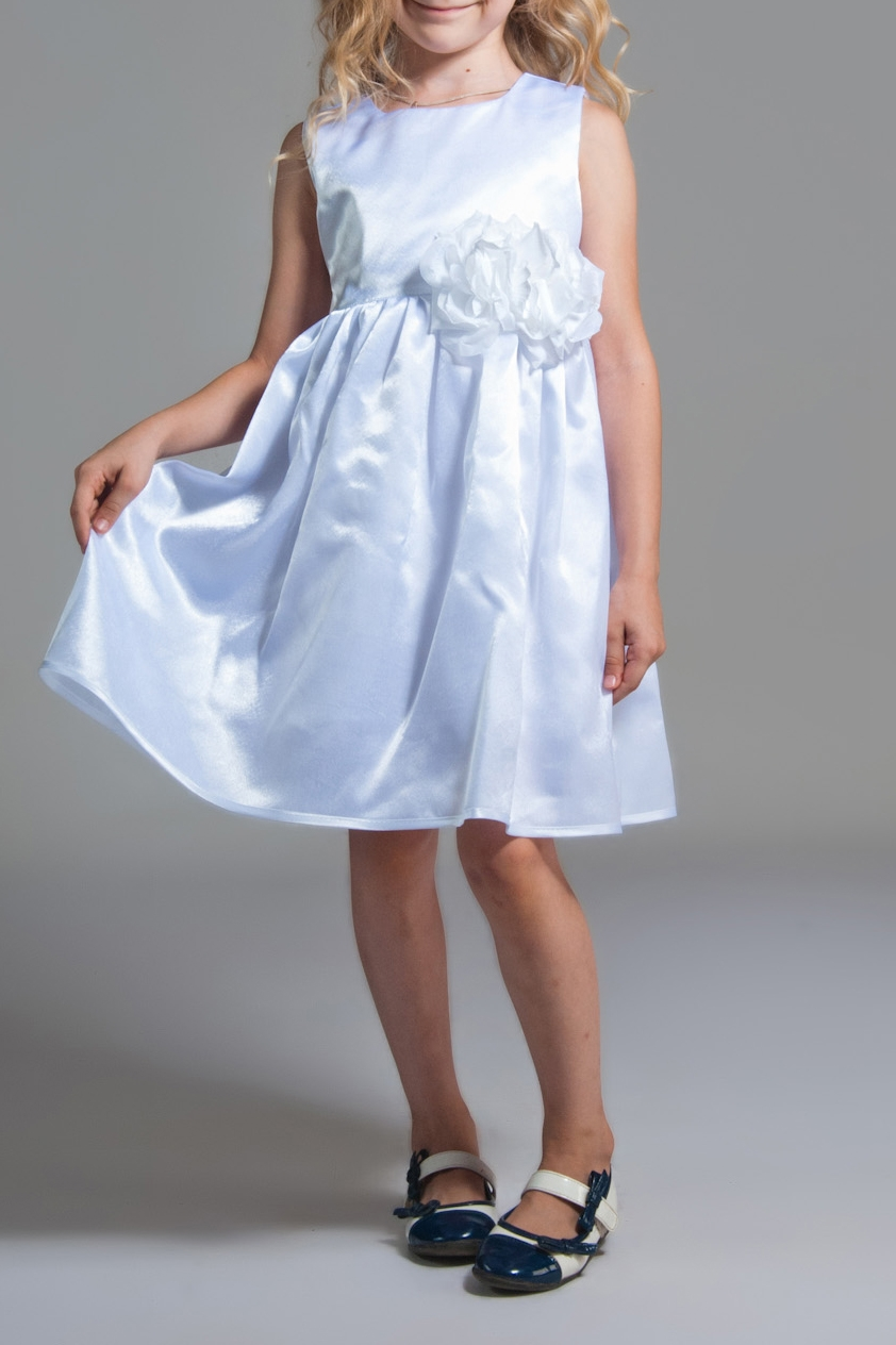 ПлатьеПлатья<br>Платье из атласа на подкладе из хлопка. Юбка трехслойная: подклада, фатин для объема и основная ткань, окантованная по низу атласной бейкрой в тон платью. Фасон платья-отрезное, присборенное по линии талии. Впереди лиф украшен красивыми цветами с нашивными жемчужинами.  В изделии использованы цвета: белый  Размер 74 соответствует росту 70-73 см Размер 80 соответствует росту 74-80 см Размер 86 соответствует росту 81-86 см Размер 92 соответствует росту 87-92 см Размер 98 соответствует росту 93-98 см Размер 104 соответствует росту 98-104 см Размер 110 соответствует росту 105-110 см Размер 116 соответствует росту 111-116 см Размер 122 соответствует росту 117-122 см Размер 128 соответствует росту 123-128 см Размер 134 соответствует росту 129-134 см Размер 140 соответствует росту 135-140 см Размер 146 соответствует росту 141-146 см Размер 152 соответствует росту 147-152 см Размер 158 соответствует росту 153-158 см Размер 164 соответствует росту 159-164 см Размер 170 соответствует росту 165-170 см<br><br>Горловина: С- горловина<br>По возрасту: Ясельные ( от 1 до 3 лет),Дошкольные ( от 3 до 7 лет),Школьные ( от 7 до 13 лет)<br>По длине: Миди<br>По материалу: Атласные<br>По образу: Выпускной,Торжество<br>По рисунку: Однотонные<br>По сезону: Весна,Зима,Лето,Осень,Всесезон<br>По силуэту: Приталенные<br>По стилю: На выпускной,Нарядные<br>По форме: Трапеция,С завышенной талией<br>По элементам: Без рукавов,С декором<br>Размер : 104,122,134,140<br>Материал: Атлас<br>Количество в наличии: 4