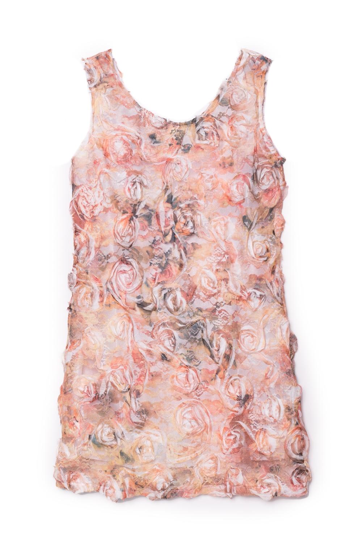 ПлатьеПлатья<br>Элегантное платье-чехол из необычной ткани. На прозрачный гипюр нашиты шифоновые цветы. Сзади по спинки выкат. Отличный коктейльный вариант.  Для просмотра платья для мамы вбейте S(4)-EEK в строку поиска.  В изделии использованы цвета: персиковый и др.  Размер 74 соответствует росту 70-73 см Размер 80 соответствует росту 74-80 см Размер 86 соответствует росту 81-86 см Размер 92 соответствует росту 87-92 см Размер 98 соответствует росту 93-98 см Размер 104 соответствует росту 98-104 см Размер 110 соответствует росту 105-110 см Размер 116 соответствует росту 111-116 см Размер 122 соответствует росту 117-122 см Размер 128 соответствует росту 123-128 см Размер 134 соответствует росту 129-134 см Размер 140 соответствует росту 135-140 см Размер 146 соответствует росту 141-146 см Размер 152 соответствует росту 147-152 см Размер 158 соответствует росту 153-158 см Размер 164 соответствует росту 159-164 см Размер 170 соответствует росту 165-170 см<br><br>Горловина: С- горловина<br>По возрасту: Ясельные ( от 1 до 3 лет),Школьные ( от 7 до 13 лет)<br>По длине: Миди<br>По материалу: Гипюровые<br>По образу: Выпускной,Торжество<br>По рисунку: Растительные мотивы,С принтом (печатью),Цветные,Цветочные<br>По сезону: Весна,Зима,Лето,Осень,Всесезон<br>По силуэту: Полуприталенные<br>По стилю: На выпускной,Нарядные<br>По форме: Прямые<br>По элементам: Без рукавов,С декором<br>Размер : 122<br>Материал: Гипюровая сетка<br>Количество в наличии: 1